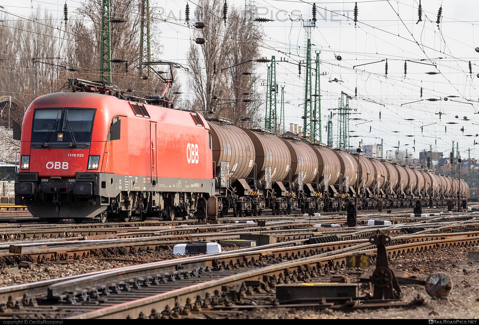 Siemens ES 64 U2 - 1116 033 operated by Rail Cargo Hungaria ZRt. #es64 #es64u #es64u2 #eurosprinter #kesselwagen #obb #osterreichischebundesbahnen #rch #siemens #siemenses64 #siemenses64u #siemenses64u2 #siemenstaurus #tankwagon #taurus #tauruslocomotive
