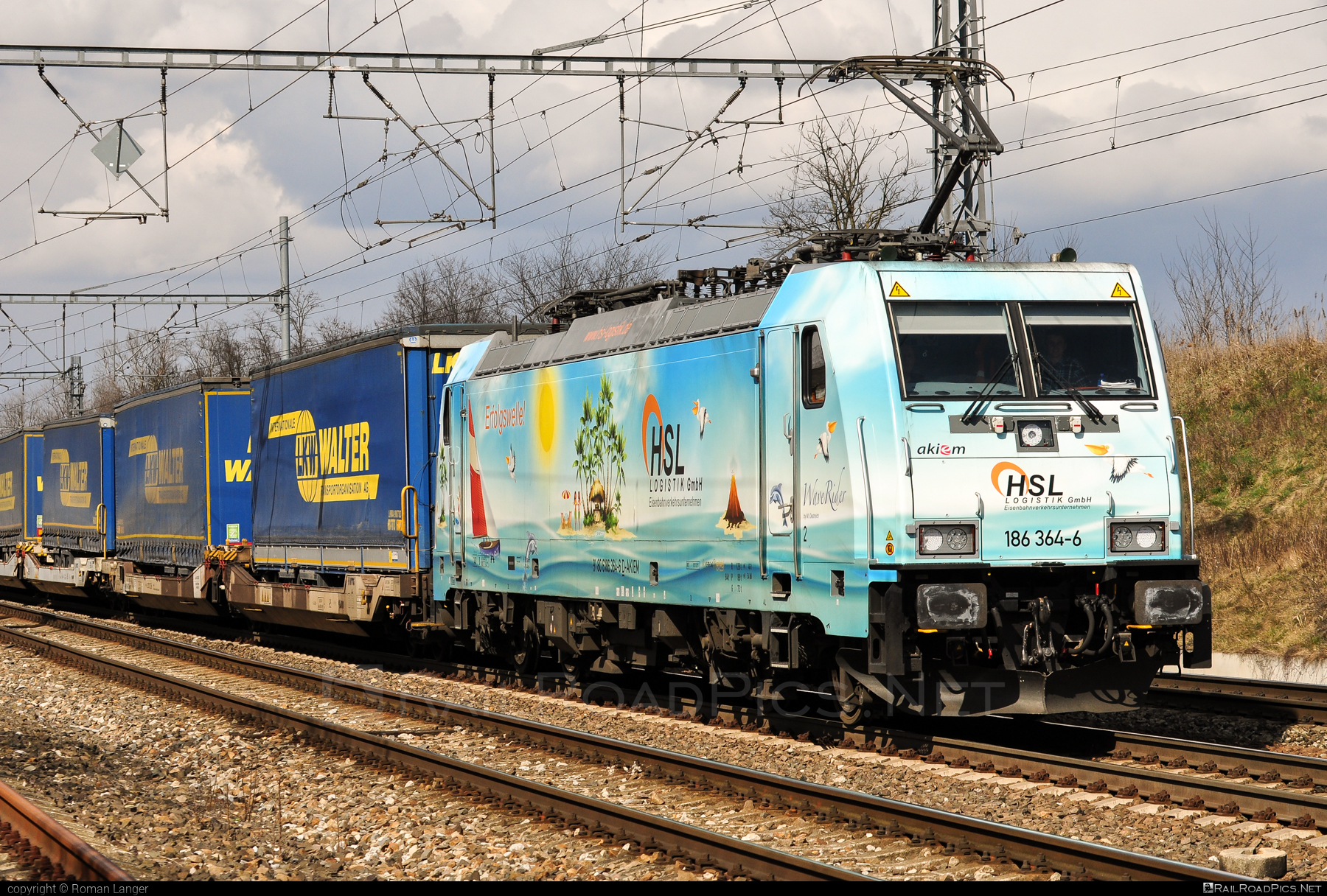 Bombardier TRAXX F140 MS - 186 364-6 operated by LOKORAIL, a.s. #akiem #akiemsas #bombardier #bombardiertraxx #flatwagon #hsl #lokorail #lrl #traxx #traxxf140 #traxxf140ms #waverider