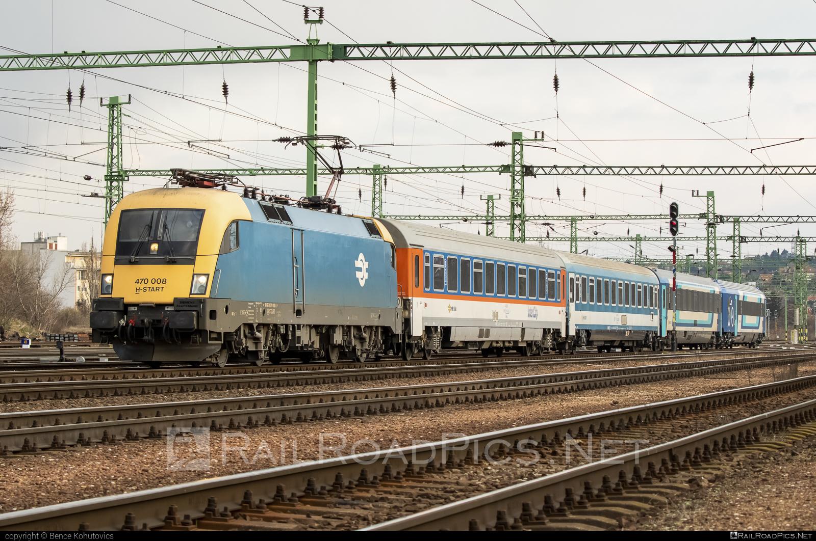 Siemens ES 64 U2 - 470 008 operated by MÁV-START ZRt. #es64 #es64u #es64u2 #eurosprinter #mav #mavstart #mavstartzrt #siemens #siemenses64 #siemenses64u #siemenses64u2 #siemenstaurus #taurus #tauruslocomotive