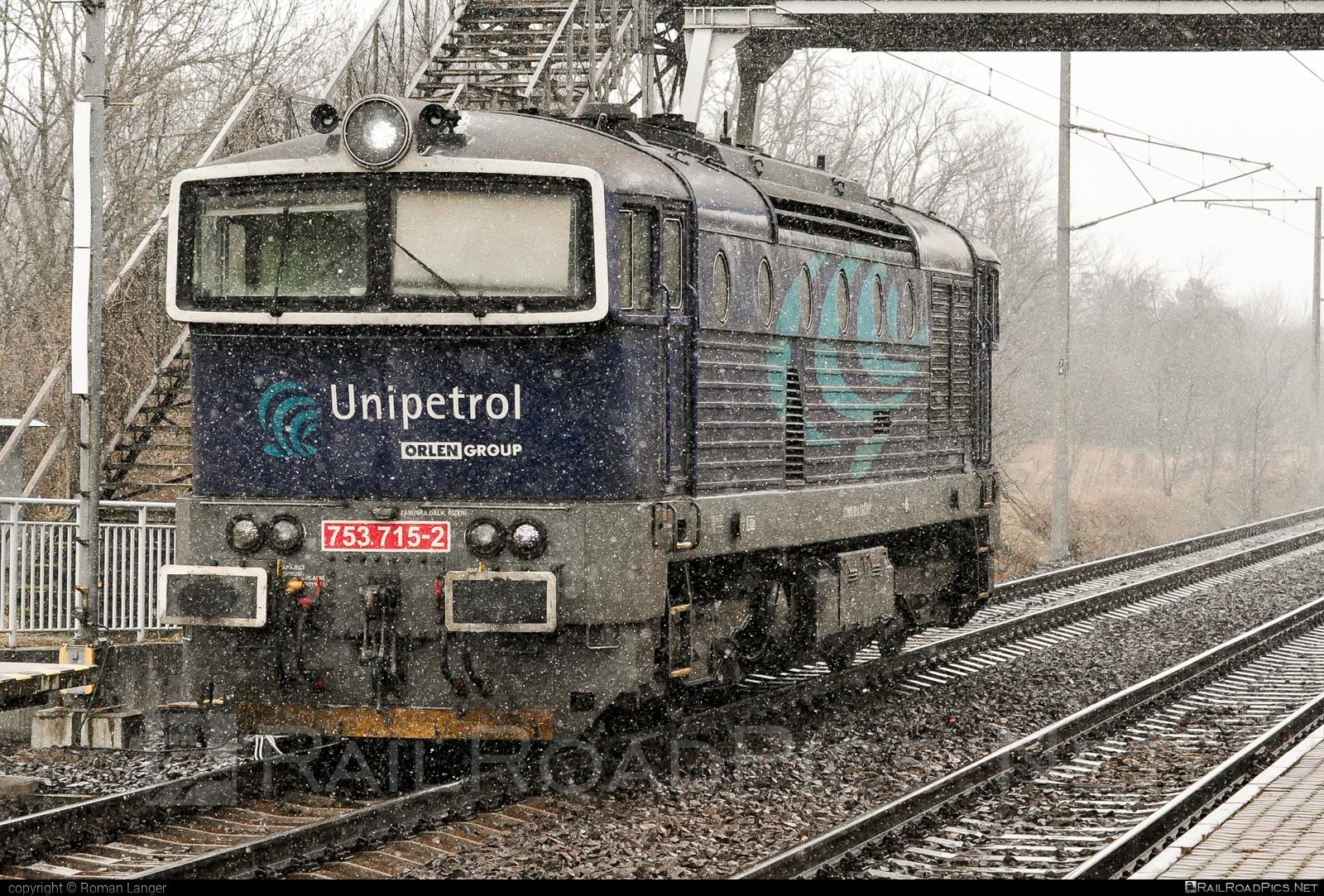 ČKD T 478.3 (753) - 753 715-2 operated by UNIPETROL DOPRAVA, a.s. #brejlovec #ckd #ckdclass753 #ckdt4783 #locomotive753 #okuliarnik #unipetrol