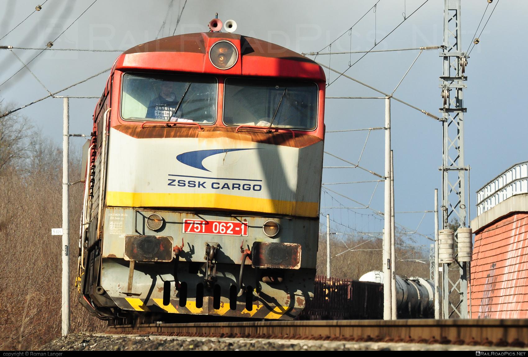 ČKD T 478.1 (751) - 751 062-1 operated by Železničná Spoločnost' Cargo Slovakia a.s. #ZeleznicnaSpolocnostCargoSlovakia #bardotka #ckd #ckd4781 #ckd751 #ckdt4781 #zamracena #zsskcargo
