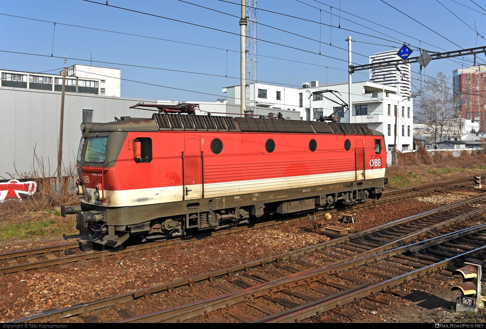 SGP ÖBB Class 1144 - 1144 249 operated by Rail Cargo Austria AG #obb #obbclass1144 #osterreichischebundesbahnen #rcw #sgp #sgp1144 #simmeringgrazpauker