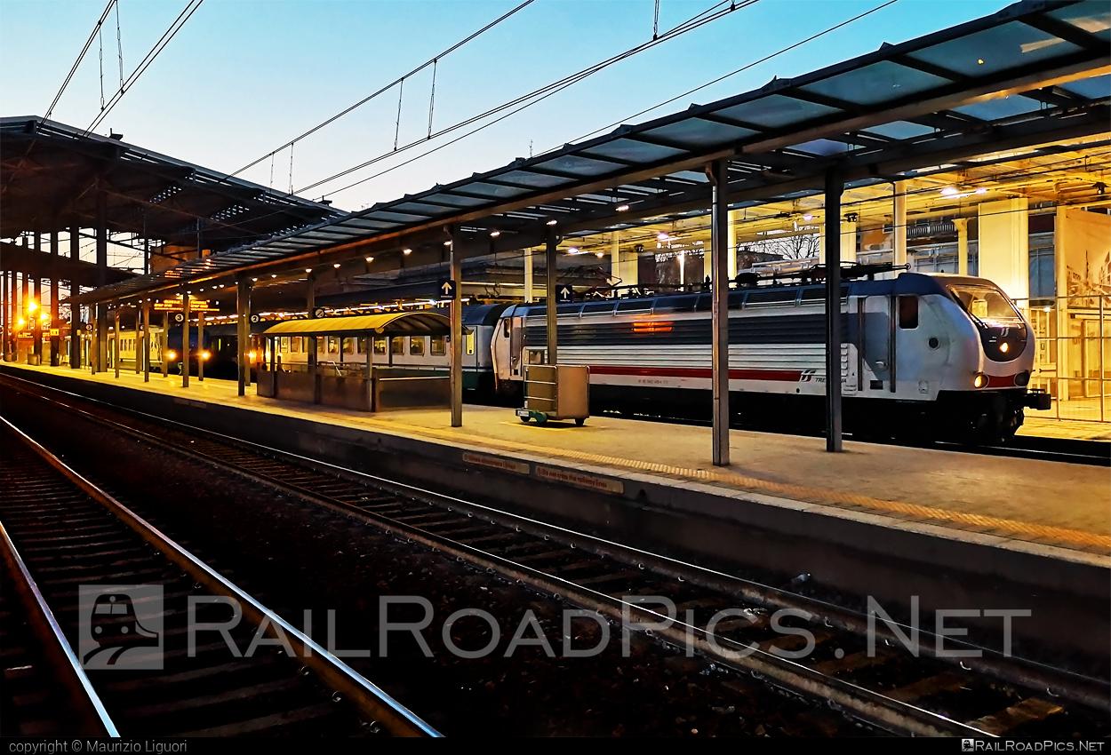 Ansaldo Trasporti Class E.402B - 2402 140-4 operated by Trenitalia S.p.A. #ansaldo402 #ansaldoe402 #ansaldoe402b #ansaldotrasporti #e402 #e402b #ferroviedellostato #fs #fsitaliane #trenitalia #trenitaliaspa