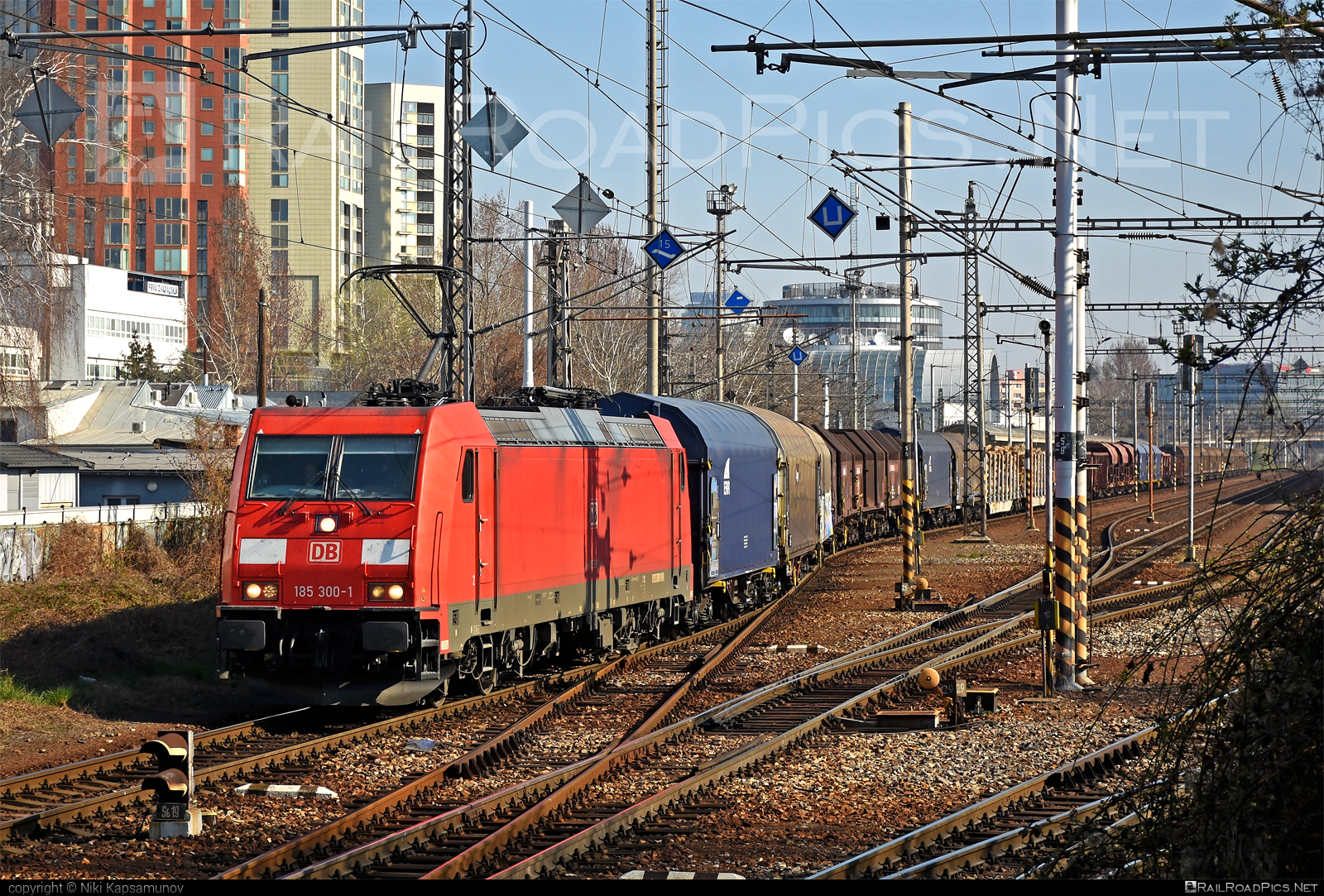 Bombardier TRAXX F140 AC2 - 185 300-1 operated by DB Cargo AG #bombardier #bombardiertraxx #db #dbcargo #dbcargoag #deutschebahn #traxx #traxxf140 #traxxf140ac #traxxf140ac2