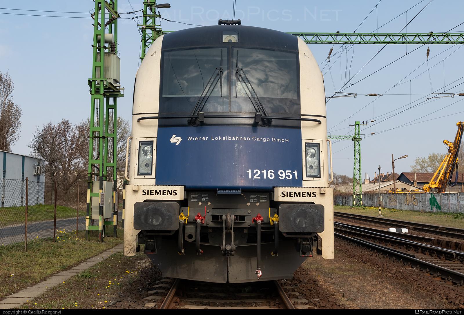 Siemens ES 64 U4 - 1216 951 operated by Wiener Lokalbahnen Cargo GmbH #es64 #es64u #es64u4 #eurosprinter #siemens #siemenses64 #siemenses64u #siemenses64u4 #siemenstaurus #taurus #tauruslocomotive #wienerlokalbahnencargo #wienerlokalbahnencargogmbh #wlc