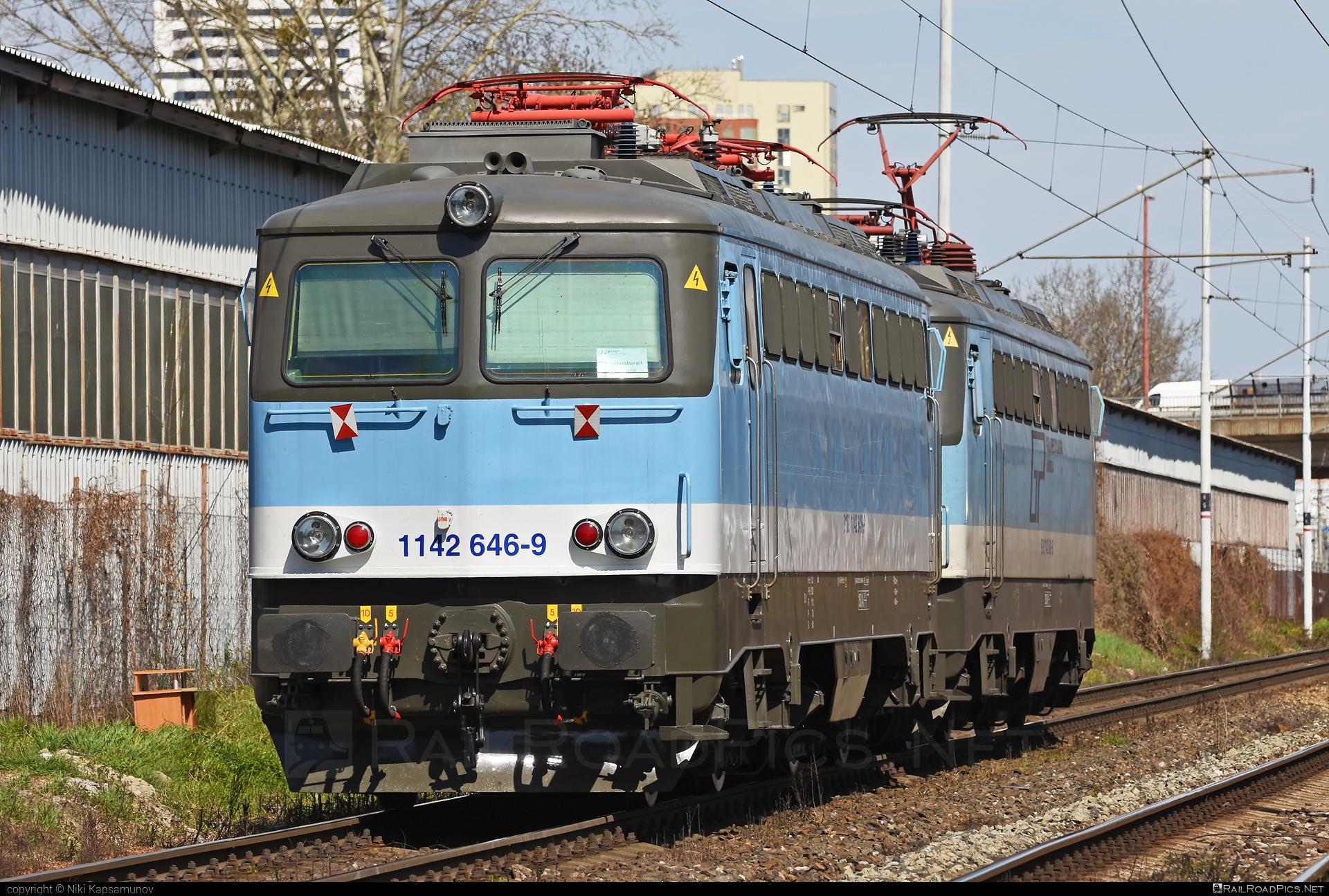 SGP ÖBB Class 1142 - 1142 646-9 operated by Grampetcargo Austria #GrampetcargoAustria #grampetcargo #obbclass1142 #sgp #sgp1142 #simmeringgrazpauker