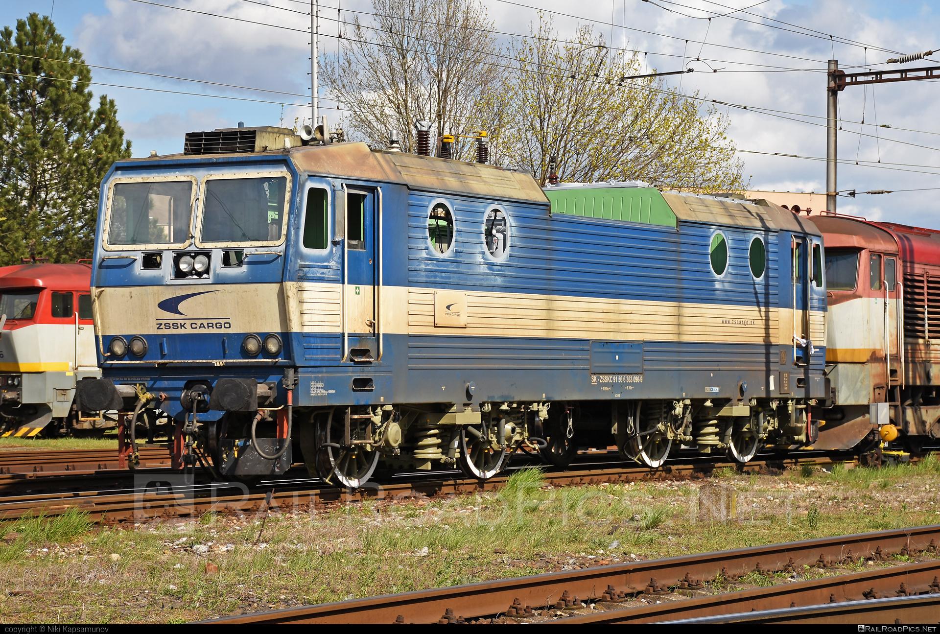 Škoda 69E - 363 096-9 operated by Železničná Spoločnost' Cargo Slovakia a.s. #ZeleznicnaSpolocnostCargoSlovakia #es4991 #eso #locomotive363 #skoda #skoda69e #zsskcargo