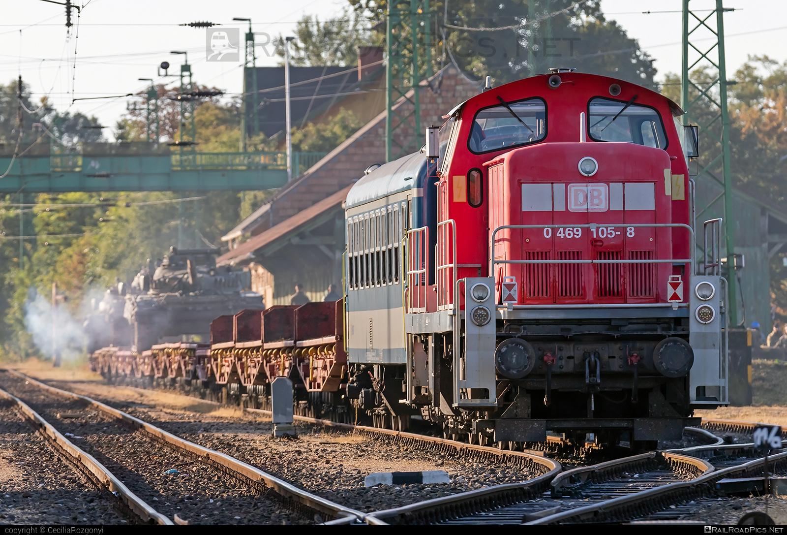 MaK V 90 - 0469 105-8 operated by DB Cargo Hungária Kft #db #dbcargo #dbcargohungaria #dbclass290 #dbclassv90 #mak #makv90 #maschinenbaukiel