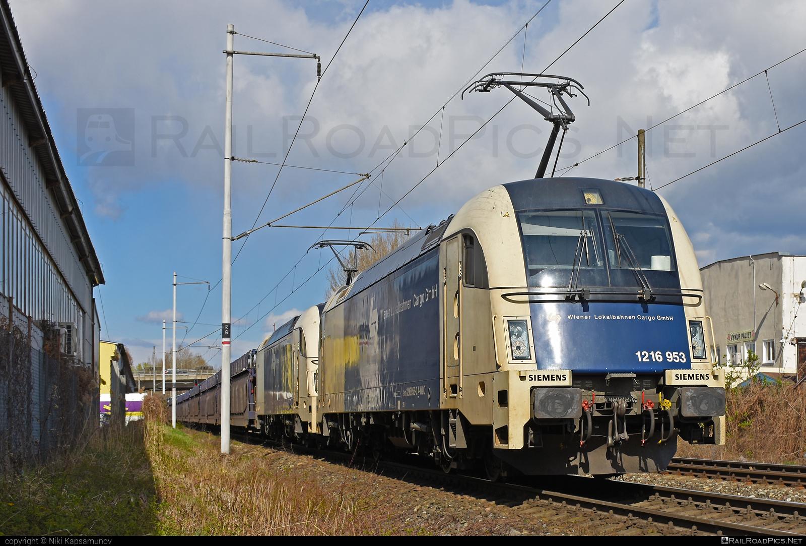 Siemens ES 64 U4 - 1216 953 operated by Wiener Lokalbahnen Cargo GmbH #carcarrierwagon #es64 #es64u #es64u4 #eurosprinter #siemens #siemenses64 #siemenses64u #siemenses64u4 #siemenstaurus #taurus #tauruslocomotive #wienerlokalbahnencargo #wienerlokalbahnencargogmbh #wlc