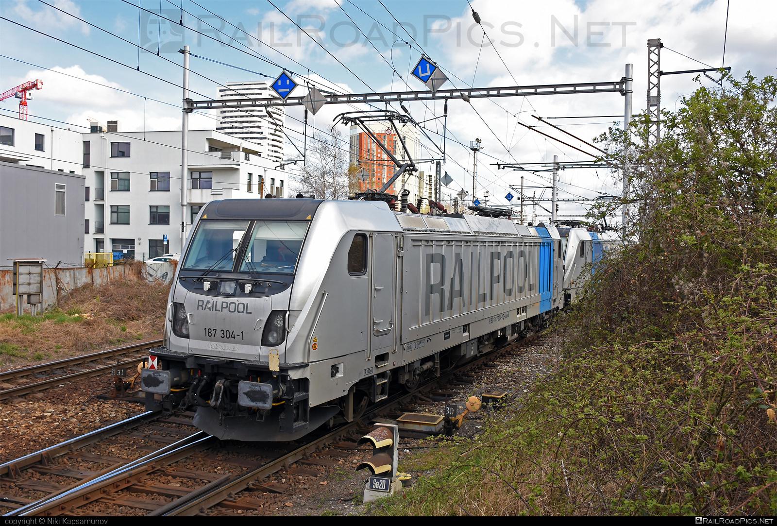 Bombardier TRAXX F160 AC3 - 187 304-1 operated by ČD Cargo, a.s. #bombardier #bombardiertraxx #cdcargo #cdcargoniederlassungwien #railpool #railpoolgmbh #traxx #traxxf160 #traxxf160ac #traxxf160ac3