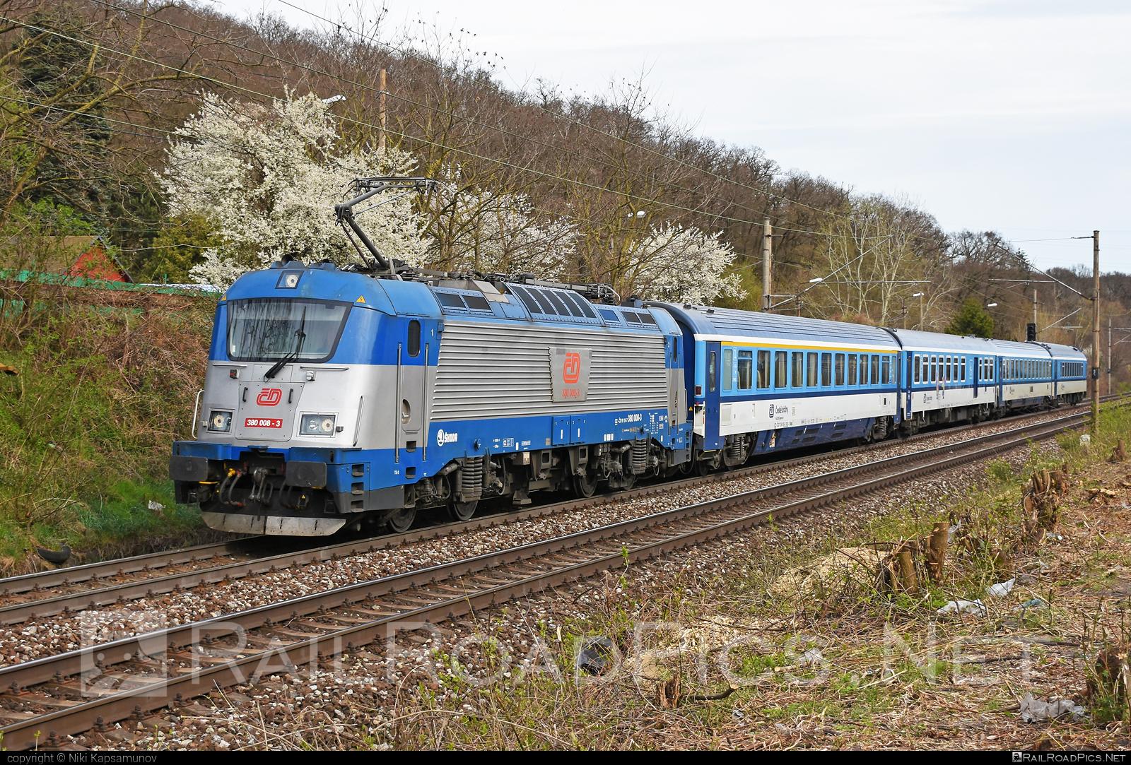 Škoda 109E1 Emil Zátopek - 380 008-3 operated by České dráhy, a.s. #ceskedrahy #emilzatopeklocomotive #locomotive380 #metropolitan #skoda #skoda109e #skoda109elocomotive
