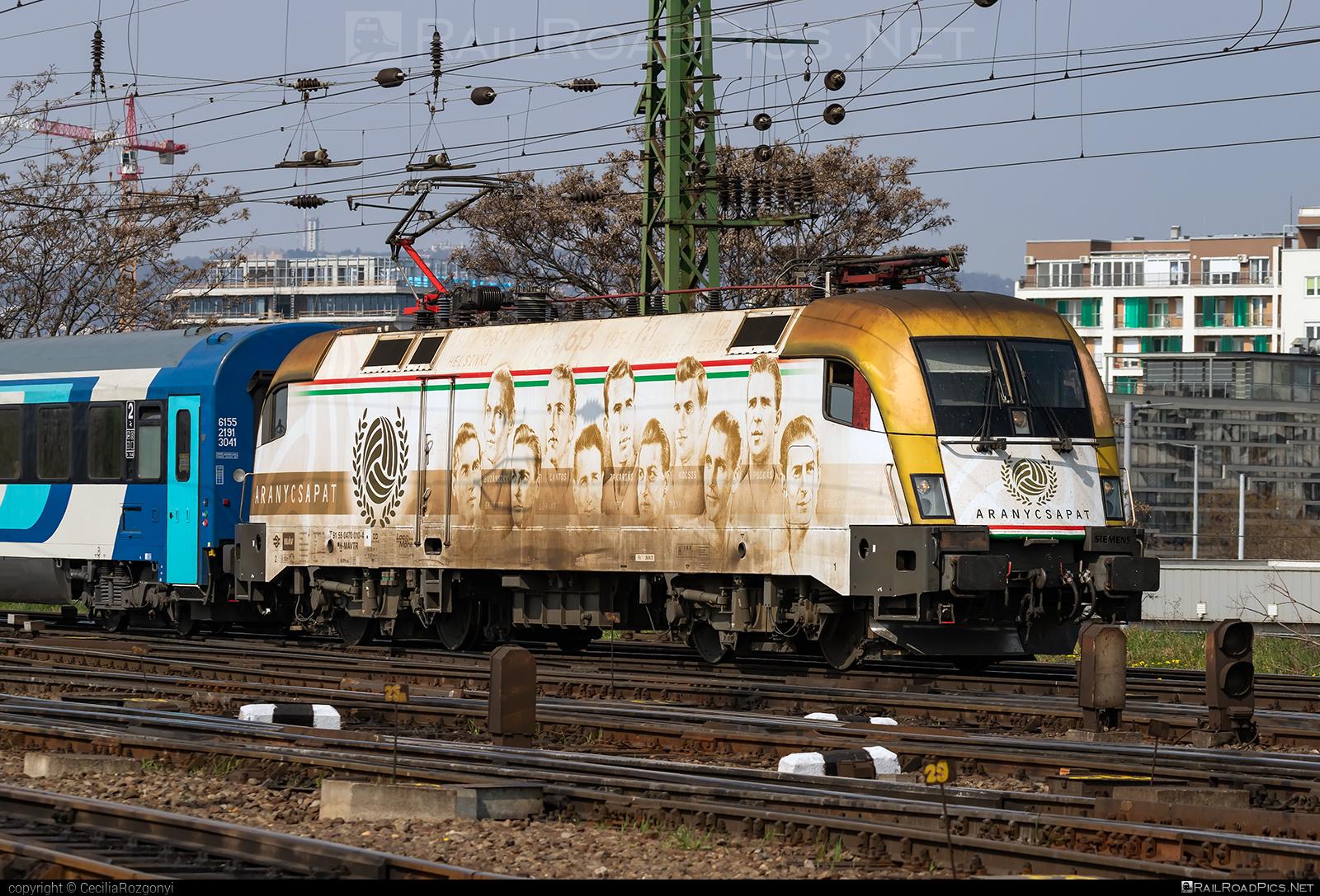 Siemens ES 64 U2 - 470 010 operated by Magyar Államvasutak ZRt. #es64 #es64u #es64u2 #eurosprinter #magyarallamvasutak #magyarallamvasutakzrt #mav #mavtr #mavtrakcio #mavtrakciozrt #siemens #siemenses64 #siemenses64u #siemenses64u2 #siemenstaurus #taurus #tauruslocomotive