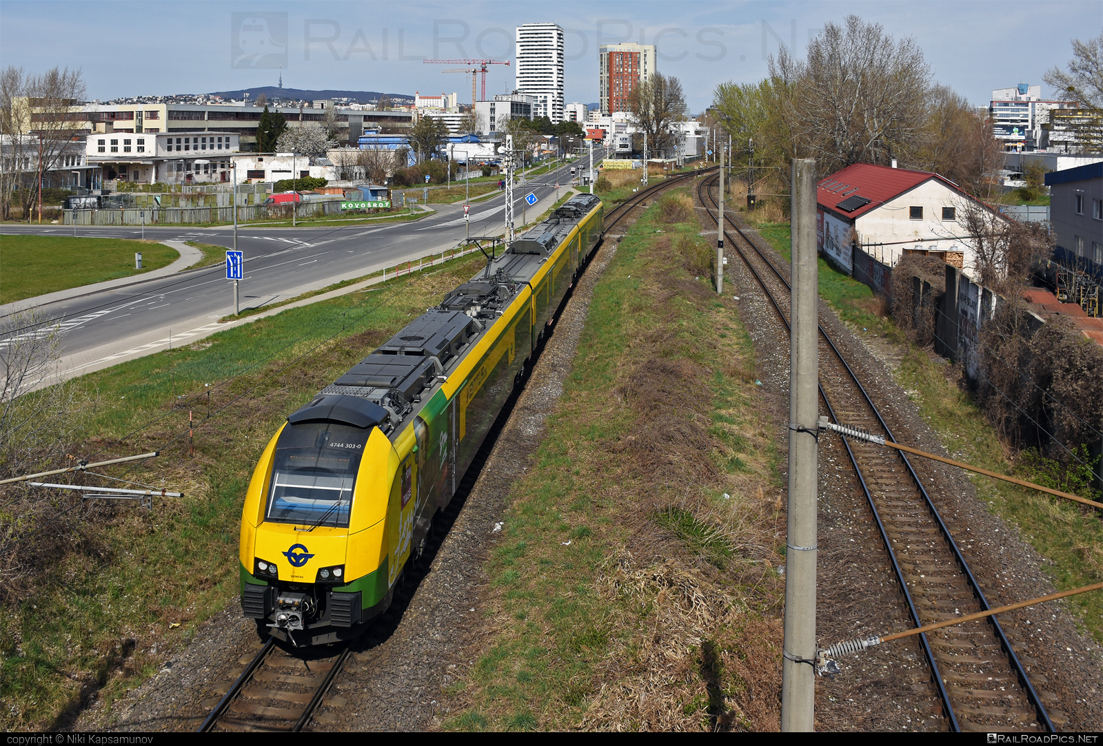Siemens Desiro ML - 4744 303-0 operated by GYSEV - Györ-Sopron-Ebenfurti Vasut Részvénytarsasag #desiro #desiroml #gyorsopronebenfurtivasutreszvenytarsasag #gysev #raaboedenburgebenfurtereisenbahn #raaboedenburgebenfurtereisenbahnag #roeee #siemens #siemensdesiro #siemensdesiroml #ventus