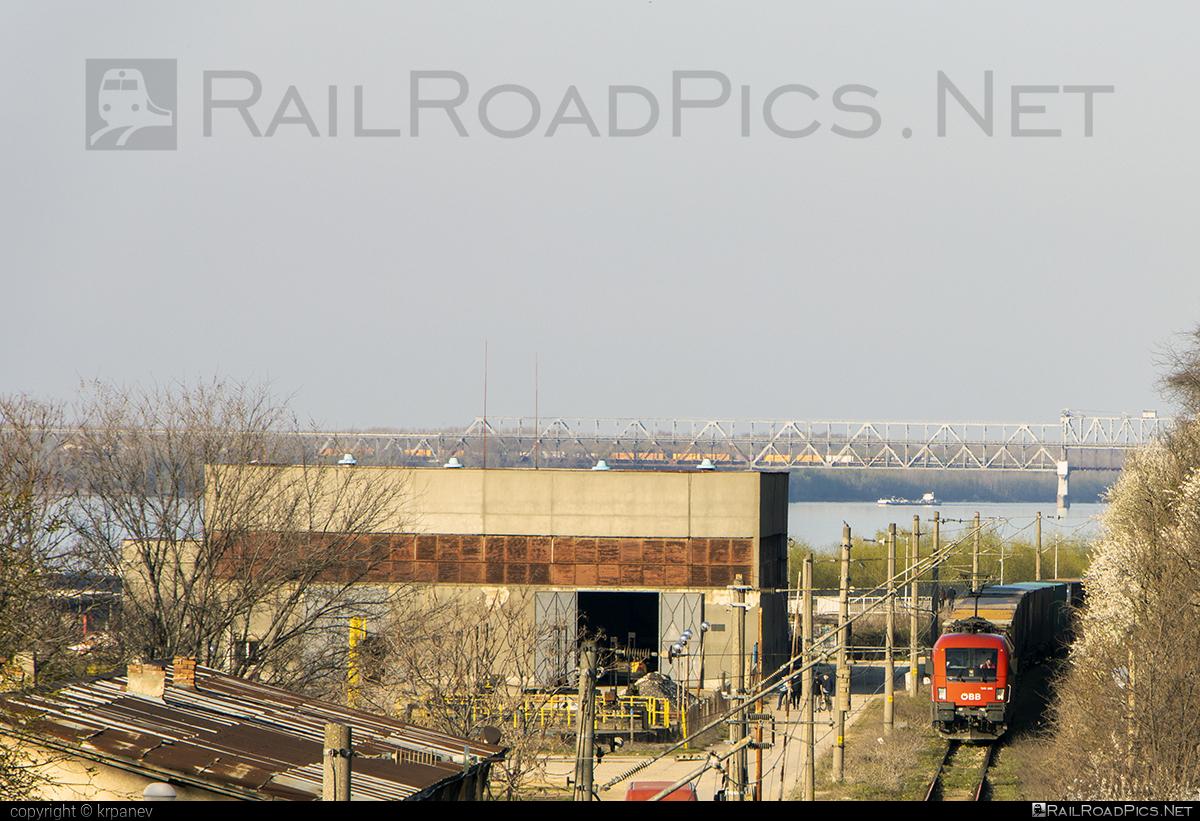 Siemens ES 64 U2 - 1116 258 operated by Rail Cargo Carrier - Bulgaria #RailCargoCarrierBulgaria #es64 #es64u #es64u2 #eurosprinter #obb #osterreichischebundesbahnen #rccbg #siemens #siemenses64 #siemenses64u #siemenses64u2 #siemenstaurus #taurus #tauruslocomotive