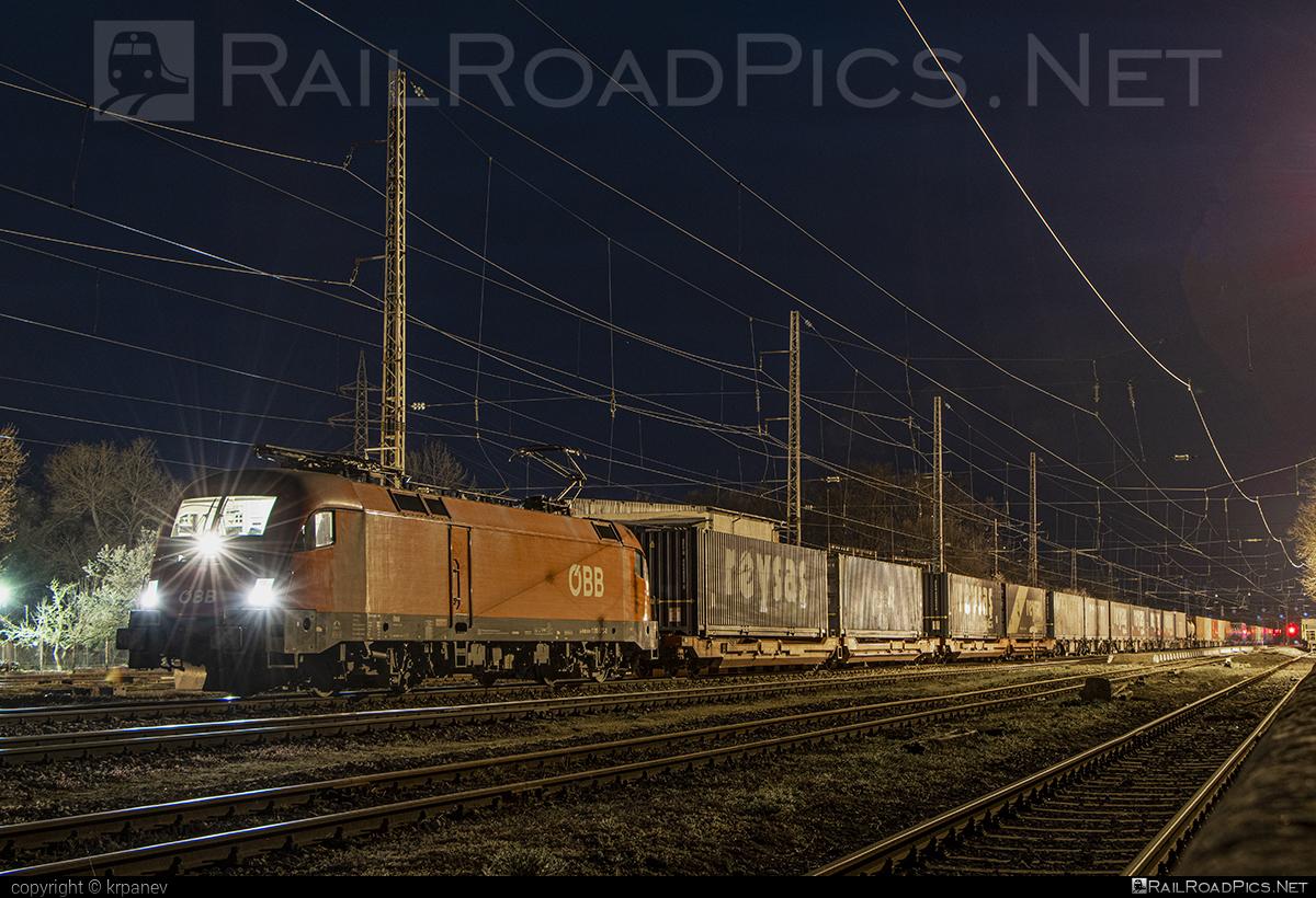 Siemens ES 64 U2 - 1116 073 operated by Rail Cargo Carrier - Bulgaria #RailCargoCarrierBulgaria #es64 #es64u #es64u2 #eurosprinter #flatwagon #obb #osterreichischebundesbahnen #rccbg #siemens #siemenses64 #siemenses64u #siemenses64u2 #siemenstaurus #taurus #tauruslocomotive