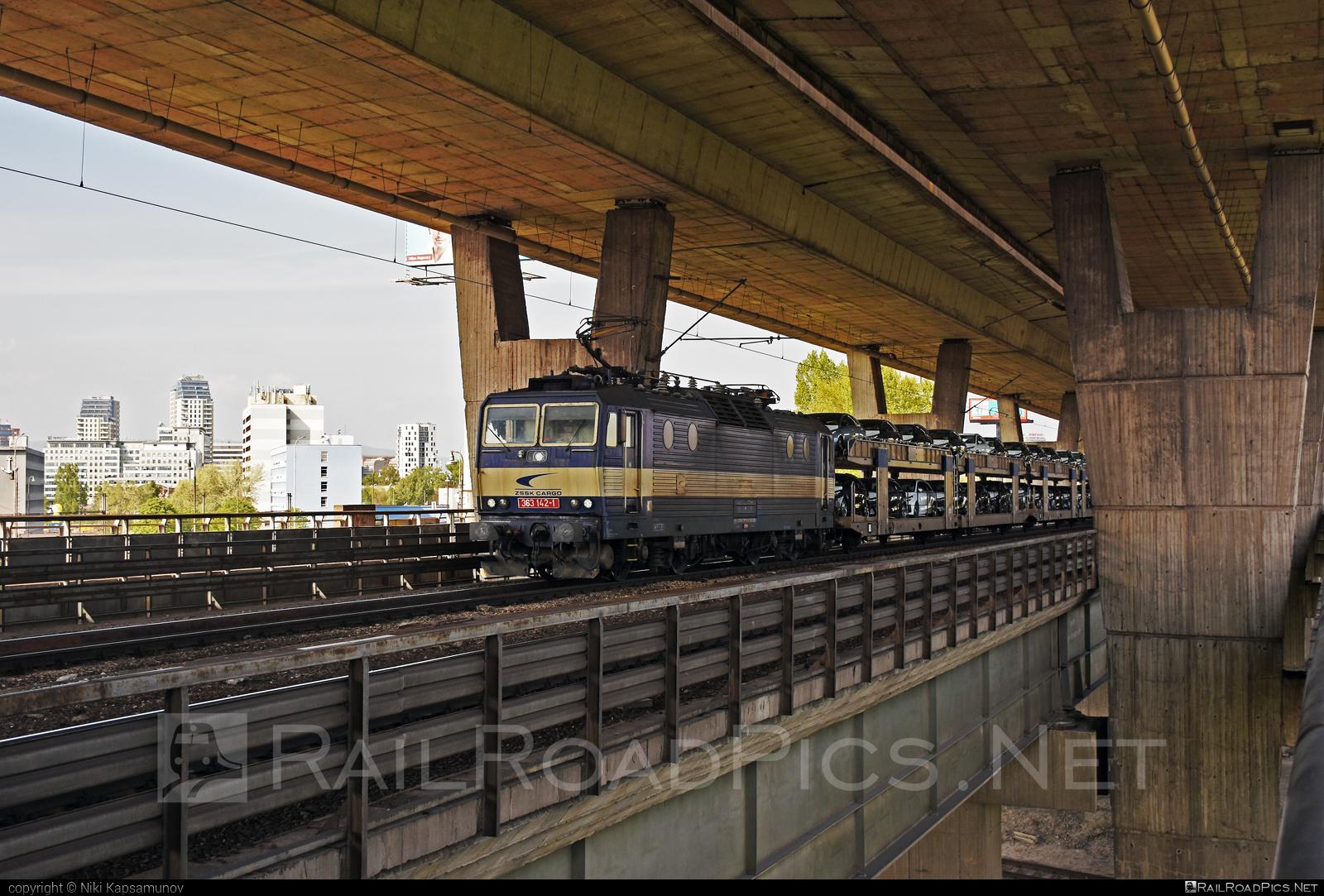 Škoda 69E - 363 142-1 operated by Železničná Spoločnost' Cargo Slovakia a.s. #ZeleznicnaSpolocnostCargoSlovakia #carcarrierwagon #es4991 #eso #locomotive363 #skoda #skoda69e #zsskcargo