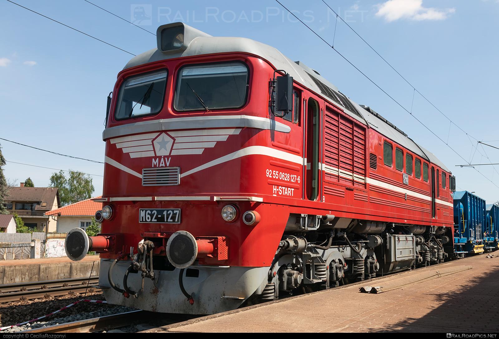 Lugansk M62 - 628 127-6 operated by MÁV-START ZRt. #locomotivem62 #ltz #ltzm62 #lugansk #luganskteplovoz #luhansklocomotiveworks #luhanskm62 #luhanskteplovoz #m62 #m62locomotive #mav #mavstart #mavstartzrt