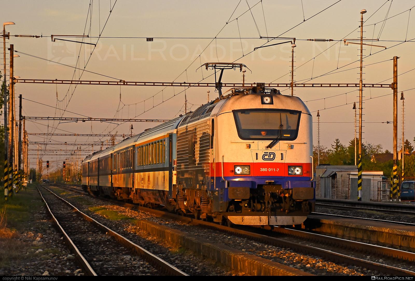 Škoda 109E1 Emil Zátopek - 380 011-7 operated by České dráhy, a.s. #cd #ceskedrahy #emilzatopeklocomotive #locomotive380 #metropolitan #skoda #skoda109e #skoda109elocomotive