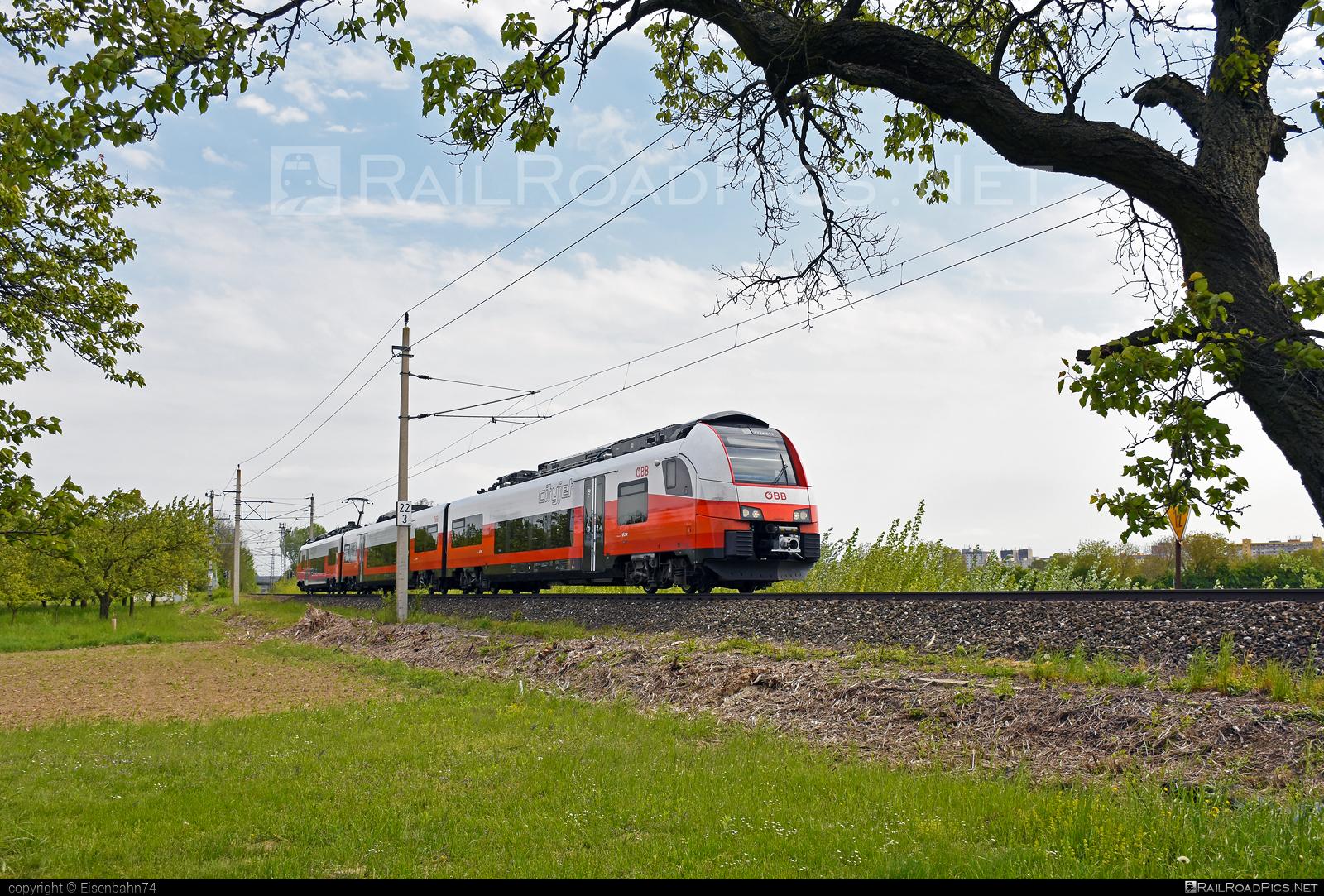 Siemens Desiro ML - 4744 517 operated by Österreichische Bundesbahnen #cityjet #desiro #desiroml #obb #obbcityjet #osterreichischebundesbahnen #siemens #siemensdesiro #siemensdesiroml
