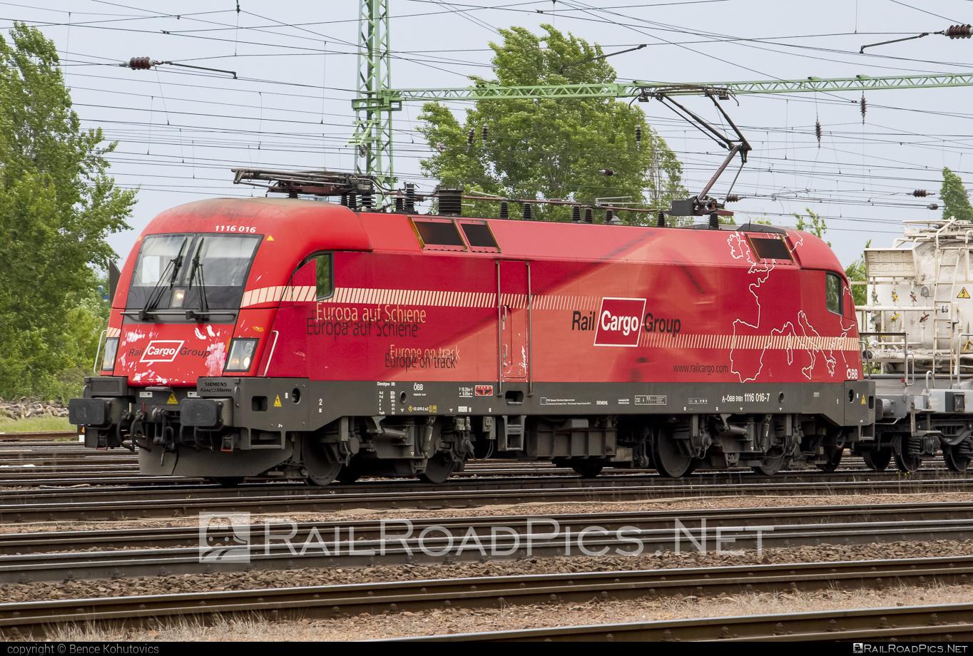 Siemens ES 64 U2 - 1116 016 operated by Rail Cargo Hungaria ZRt. #es64 #es64u #es64u2 #eurosprinter #obb #osterreichischebundesbahnen #rch #siemens #siemenses64 #siemenses64u #siemenses64u2 #siemenstaurus #taurus #tauruslocomotive