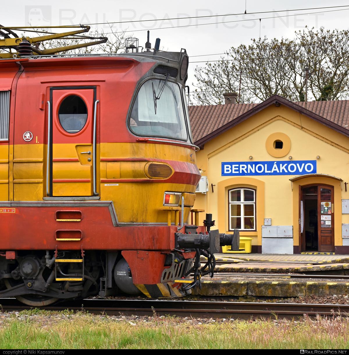 Škoda 47E - 240 082-8 operated by Železničná Spoločnost' Cargo Slovakia a.s. #ZeleznicnaSpolocnostCargoSlovakia #laminatka #locomotive240 #skoda #skoda47e #zsskcargo