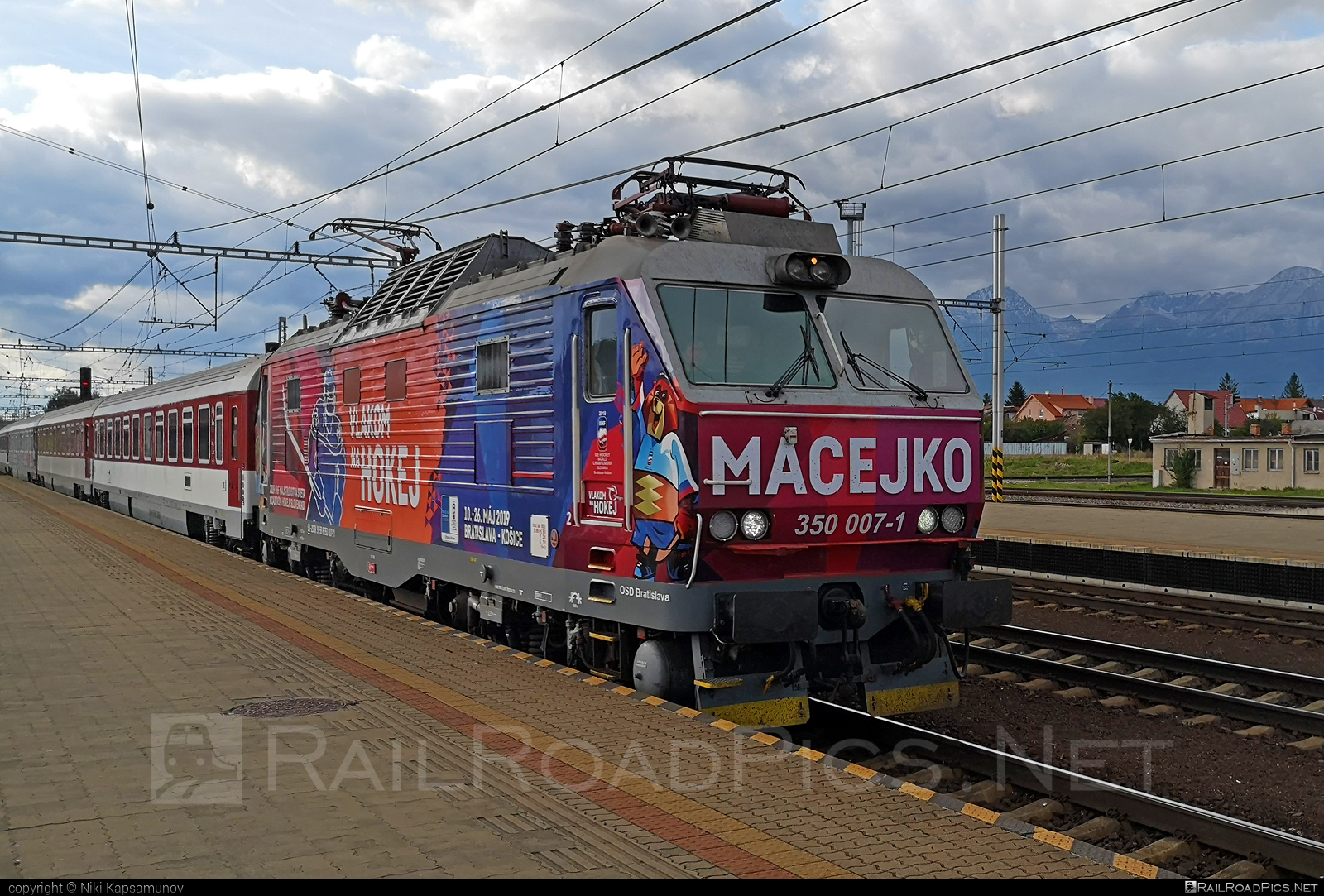 Škoda 55E - 350 007-1 operated by Železničná Spoločnost' Slovensko, a.s. #ZeleznicnaSpolocnostSlovensko #gorila #locomotive350 #macejko #skoda #skoda55e #zssk