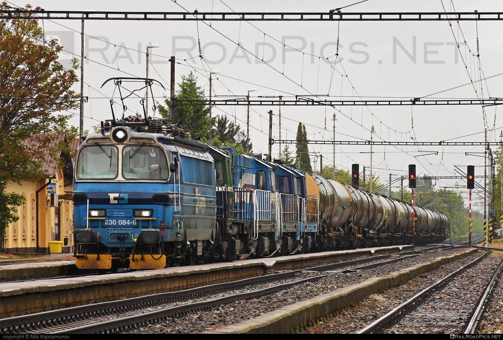 Škoda 47E - 230 084-6 operated by Retrack Slovakia s. r. o. #cd #cdc #cdcargoslovakia #cdcsk #kesselwagen #laminatka #locomotive240 #retrackslovakia #skoda #skoda47e #tankwagon