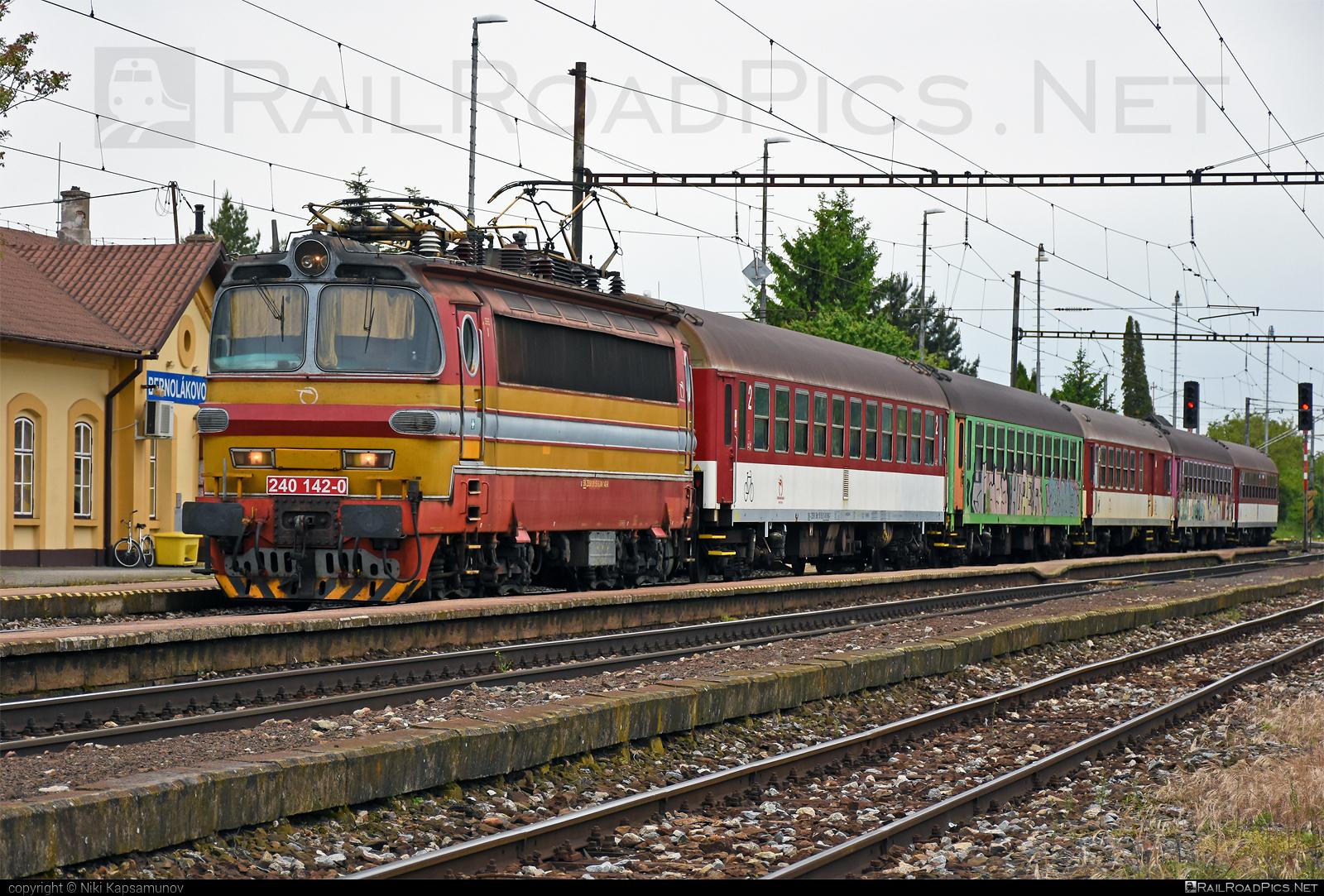 Škoda 47E - 240 142-0 operated by Železničná Spoločnost' Slovensko, a.s. #ZeleznicnaSpolocnostSlovensko #laminatka #locomotive240 #skoda #skoda47e #zssk