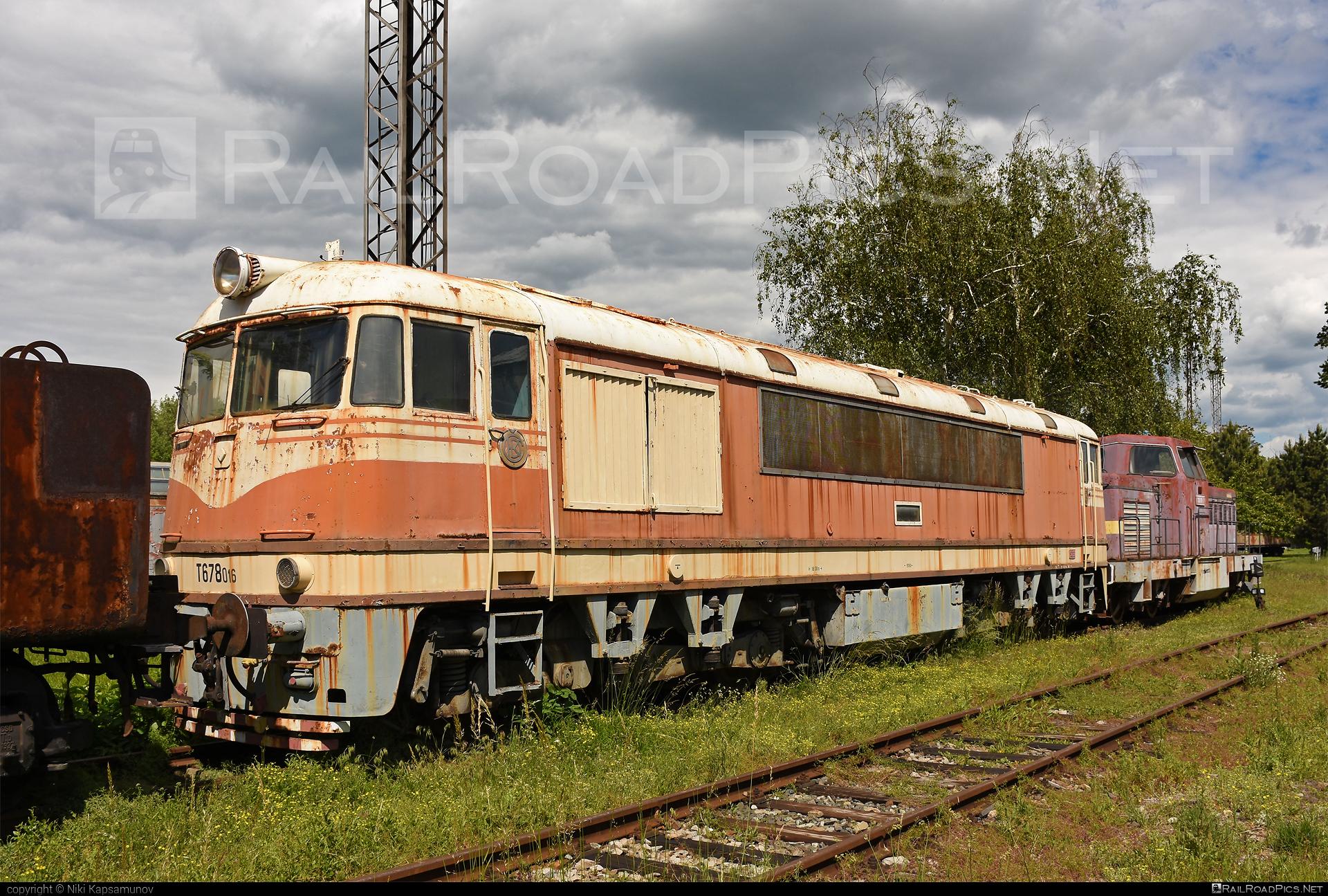 ČKD T 678.0 (775) - T678.016 operated by Železnice Slovenskej Republiky #ckd #ckd775 #csdt6780 #pomaranc #t678 #t6780 #zelezniceslovenskejrepubliky #zsr
