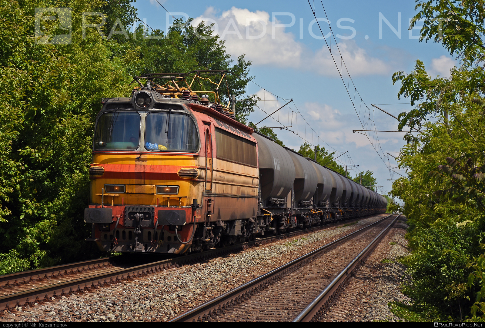 Škoda 47E - 240 070-3 operated by Železničná Spoločnost' Cargo Slovakia a.s. #ZeleznicnaSpolocnostCargoSlovakia #kesselwagen #laminatka #locomotive240 #skoda #skoda47e #tankwagon #vtg #zsskcargo