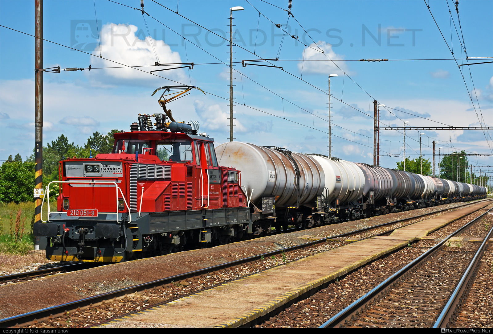 Škoda 51E - 210 051-9 operated by Rail Services Slovakia, s.r.o. #RailServicesSlovakia #kesselwagen #locomotive210 #rsssk #skoda #skoda51e #tankwagon #zehlicka