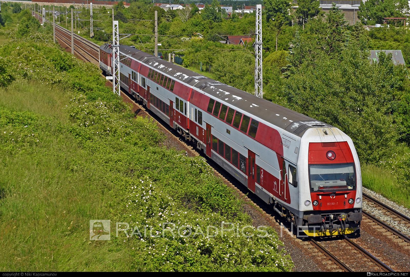 Škoda 4Ev - 951 001-7 operated by Železničná Spoločnost' Slovensko, a.s. #ZeleznicnaSpolocnostSlovensko #emu671 #janosik #skoda #skoda4ev #skodaclass671 #zssk