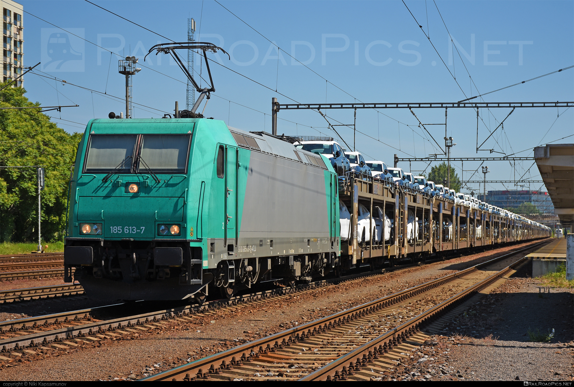 Bombardier TRAXX F140 AC2 - 185 613-7 operated by ecco-rail GmbH #alphatrainsluxembourg #bombardier #bombardiertraxx #carcarrierwagon #eccorail #eccorailgmbh #traxx #traxxf140 #traxxf140ac #traxxf140ac2