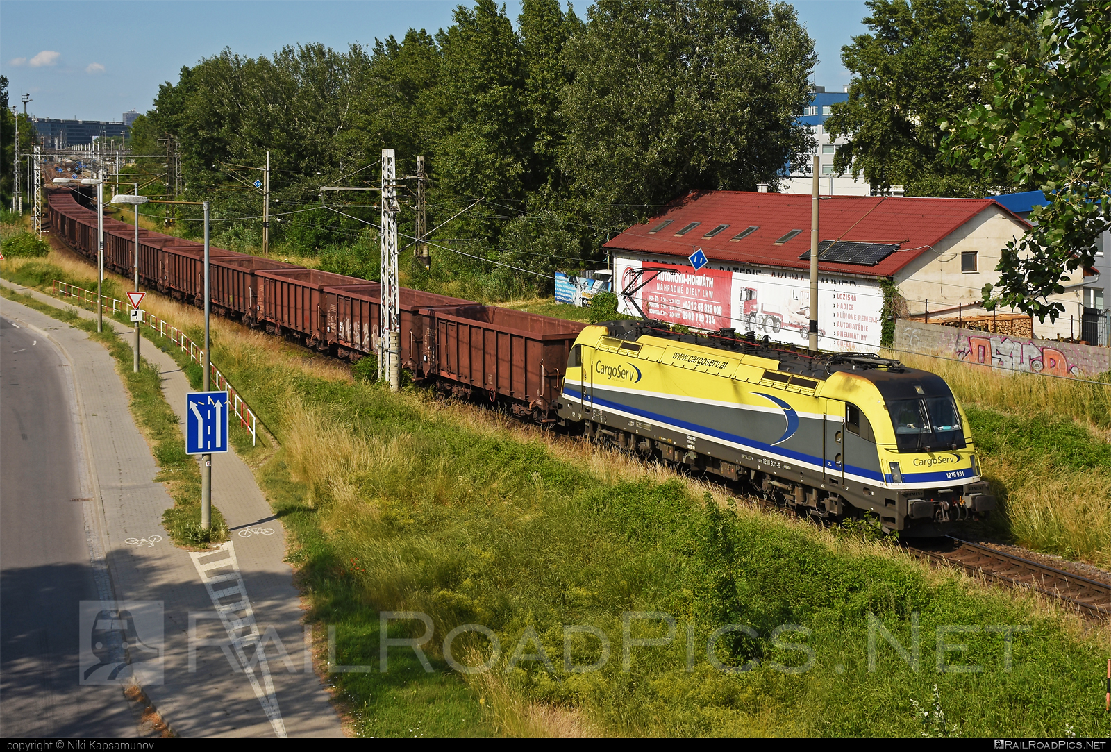 Siemens ES 64 U4 - 1216 931 operated by CargoServ GmbH #cargoserv #es64 #es64u #es64u4 #eurosprinter #siemens #siemenses64 #siemenses64u #siemenses64u4 #siemenstaurus #taurus #tauruslocomotive