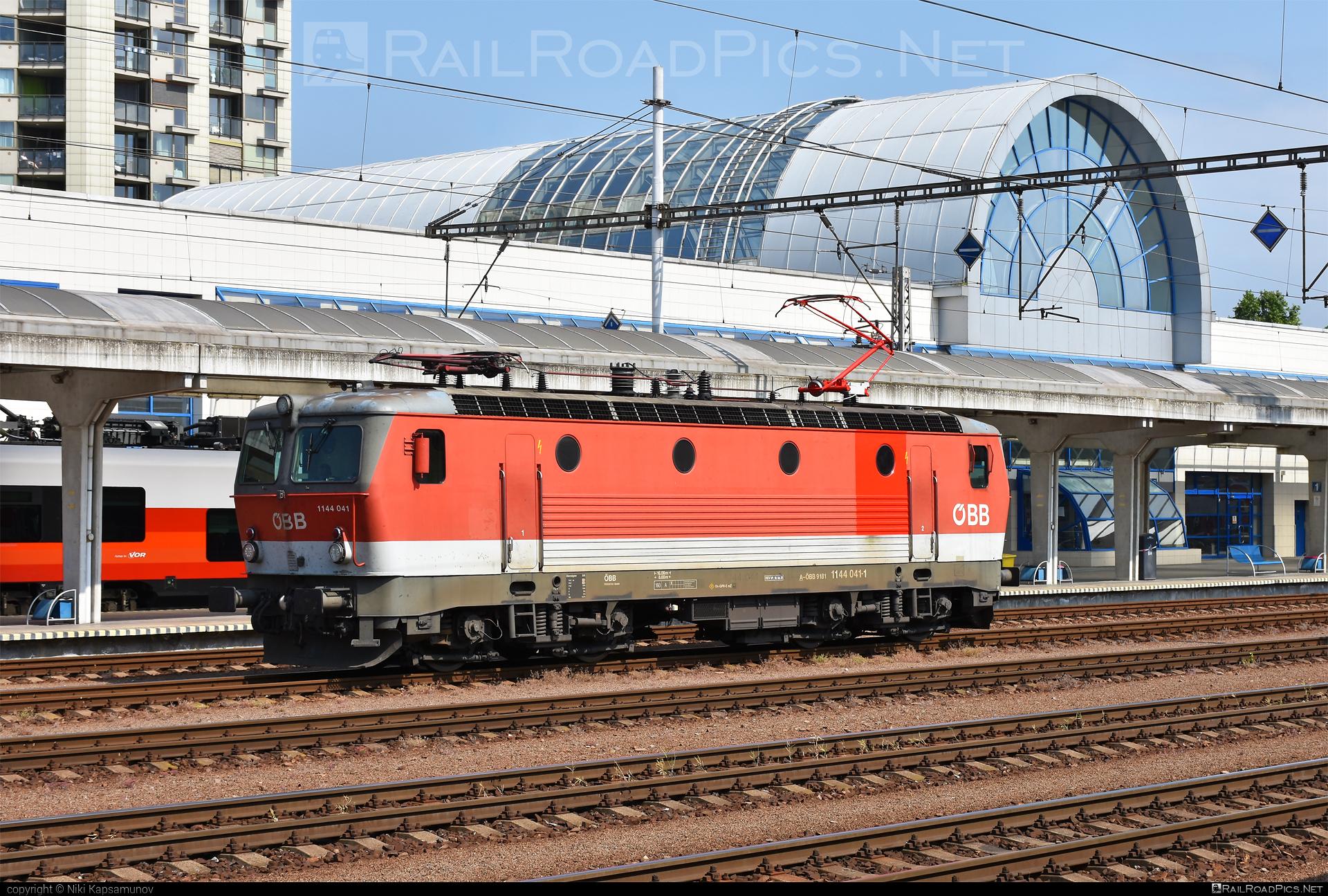 SGP ÖBB Class 1144 - 1144 041 operated by Rail Cargo Austria AG #obb #obbclass1144 #osterreichischebundesbahnen #rcw #sgp #sgp1144 #simmeringgrazpauker