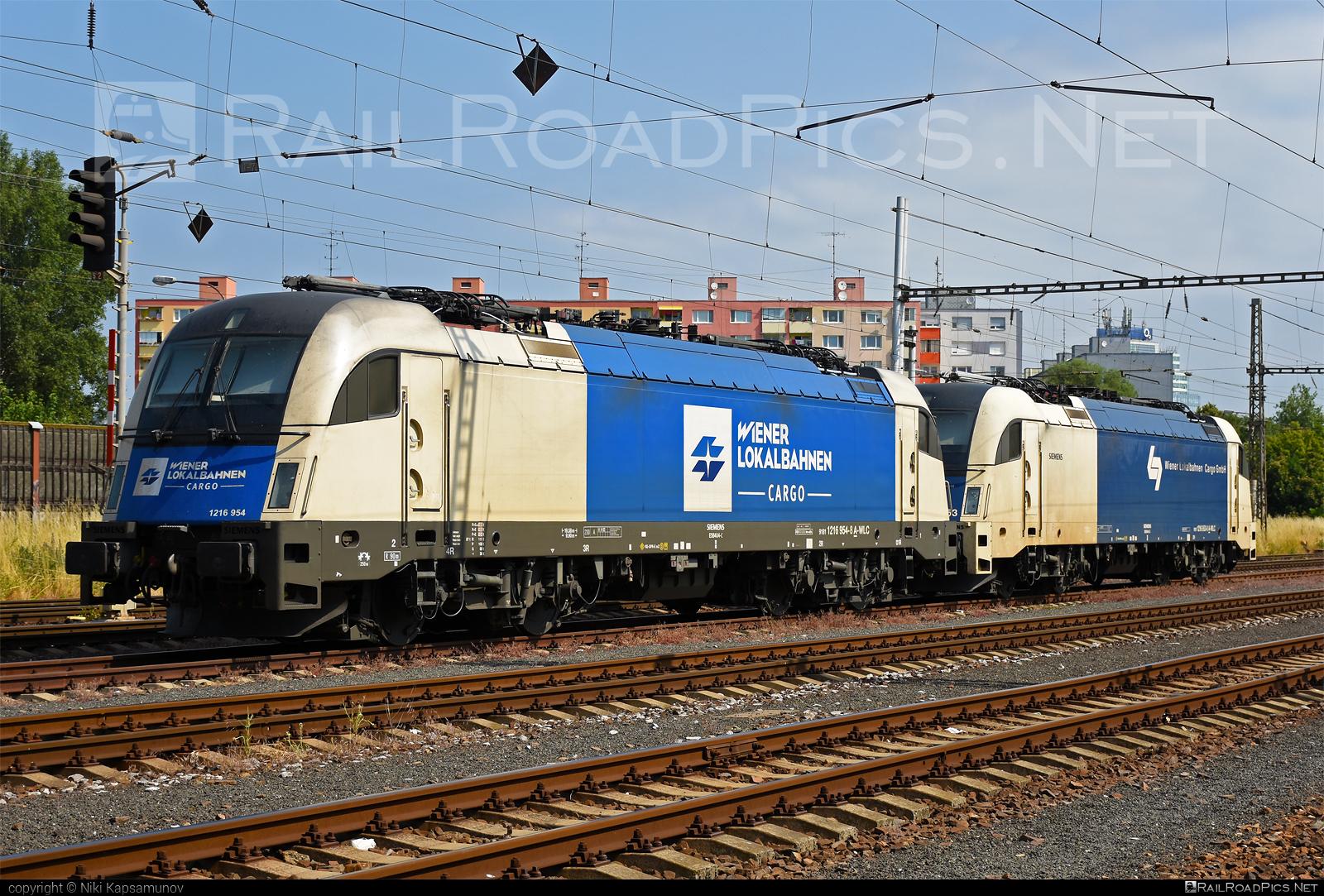 Siemens ES 64 U4 - 1216 954 operated by Wiener Lokalbahnen Cargo GmbH #es64 #es64u #es64u4 #eurosprinter #siemens #siemenses64 #siemenses64u #siemenses64u4 #siemenstaurus #taurus #tauruslocomotive #wienerlokalbahnencargo #wienerlokalbahnencargogmbh #wlc