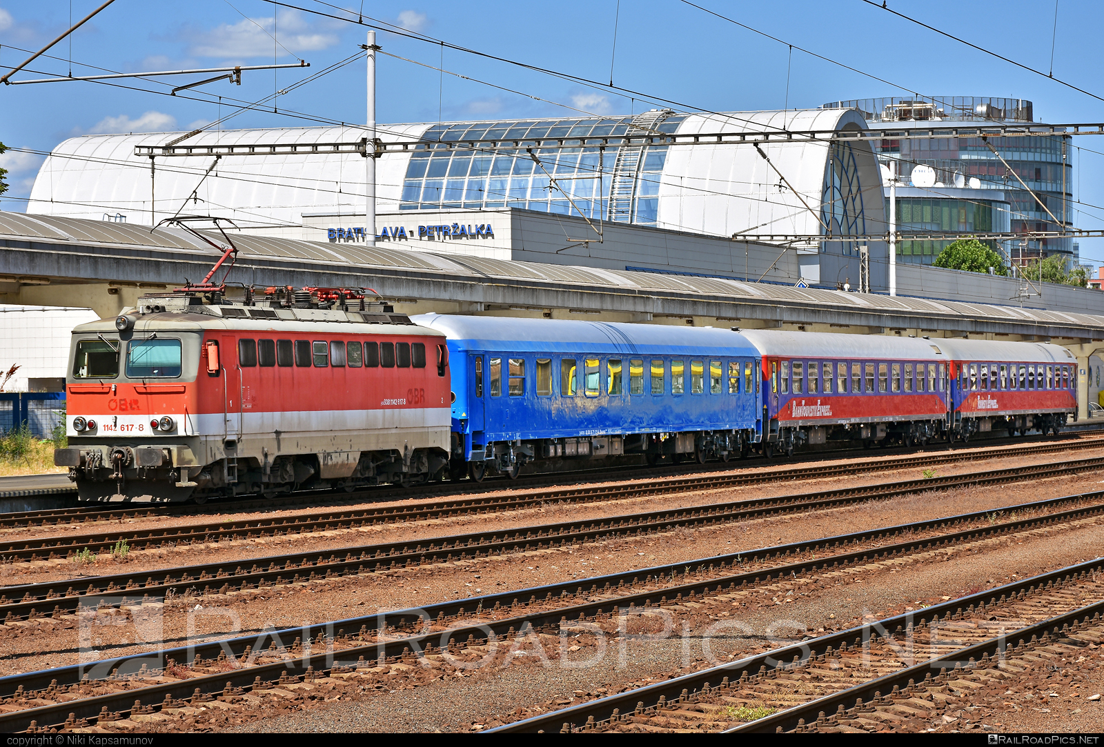 SGP ÖBB Class 1142 - 1142 617-8 operated by Pro-Lok GmbH #bahntouristikexpress #obbclass1142 #plok #pro-lok #sgp #sgp1142 #simmeringgrazpauker