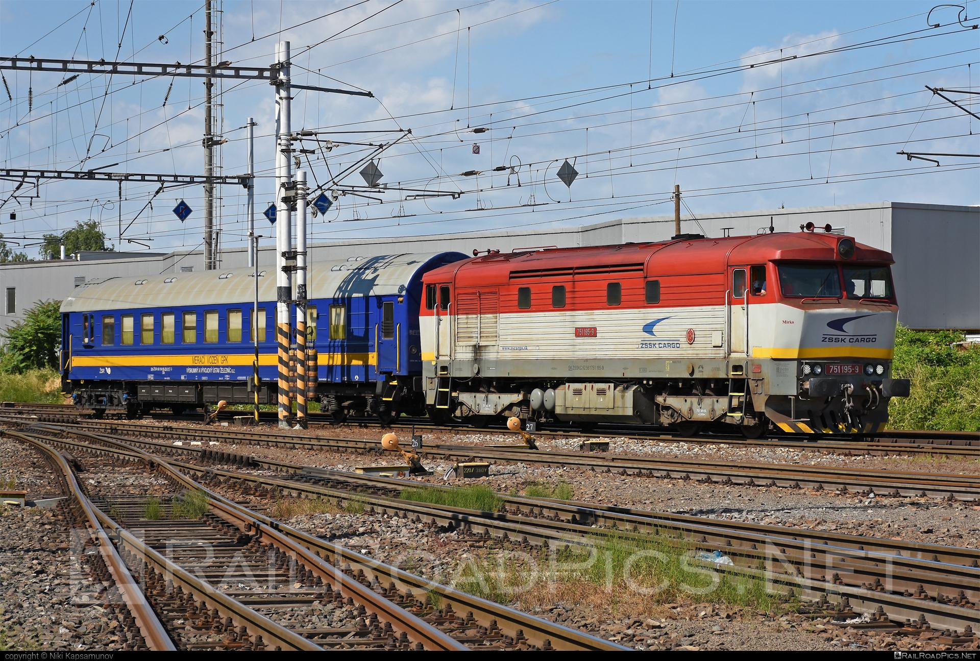 ČKD T 478.1 (751) - 751 195-9 operated by Železničná Spoločnost' Cargo Slovakia a.s. #ZeleznicnaSpolocnostCargoSlovakia #bardotka #cecana #ckd #ckd4781 #ckd751 #ckdt4781 #zamracena #zsskcargo