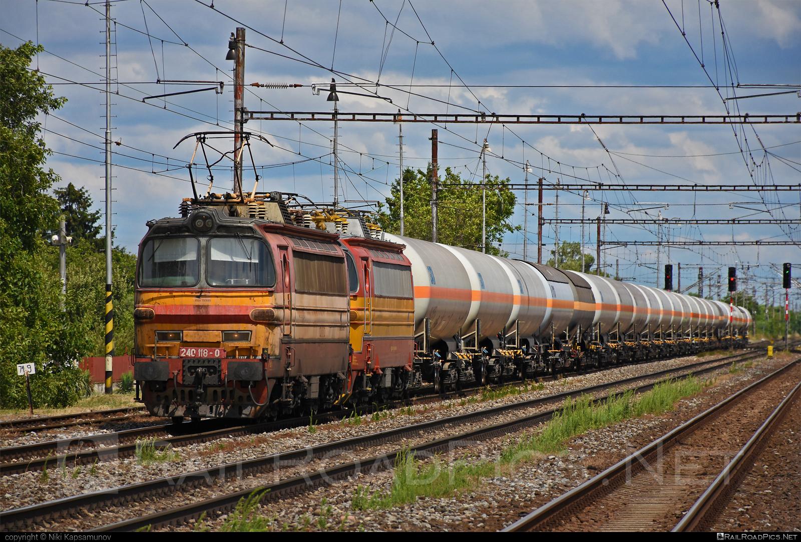 Škoda 47E - 240 118-0 operated by Železničná Spoločnost' Cargo Slovakia a.s. #ZeleznicnaSpolocnostCargoSlovakia #kesselwagen #laminatka #locomotive240 #skoda #skoda47e #tankwagon #zsskcargo