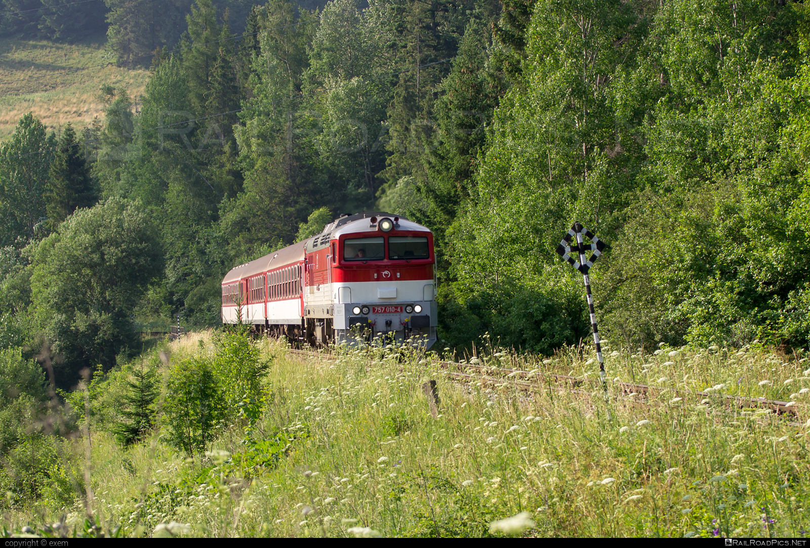 ŽOS Zvolen Class 757 - 757 010-4 operated by Železničná Spoločnost' Slovensko, a.s. #ZeleznicnaSpolocnostSlovensko #brejlovec #locomotiveclass757 #okuliarnik #zoszvolen #zssk