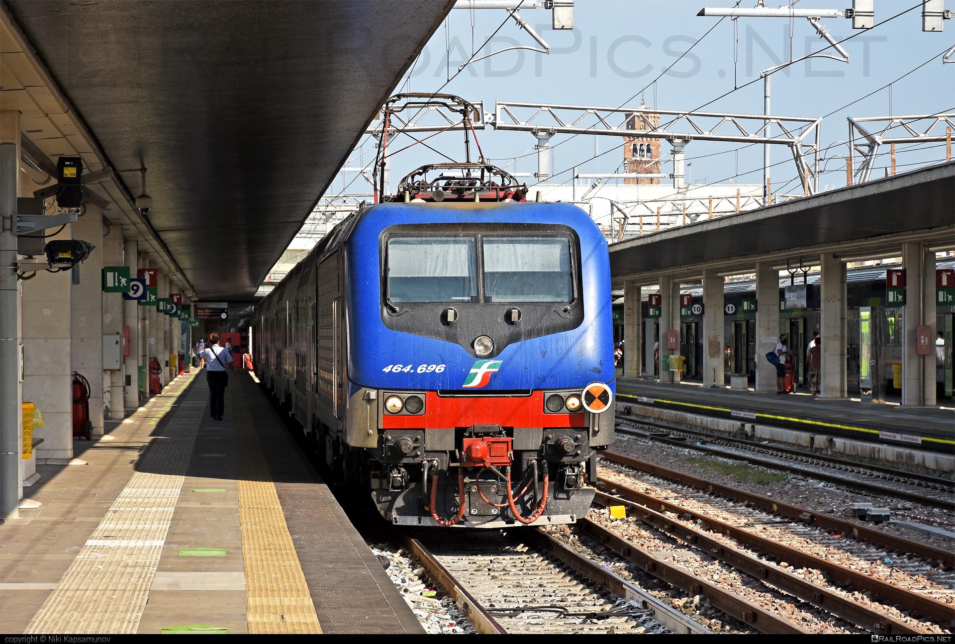Bombardier TRAXX P160 DCP - E 464.696 operated by Trenitalia S.p.A. #bombardier #bombardiertraxx #ferroviedellostato #fs #fsitaliane #lavatrice #traxx #traxxp160 #traxxp160dcp #trenitalia #trenitaliaspa
