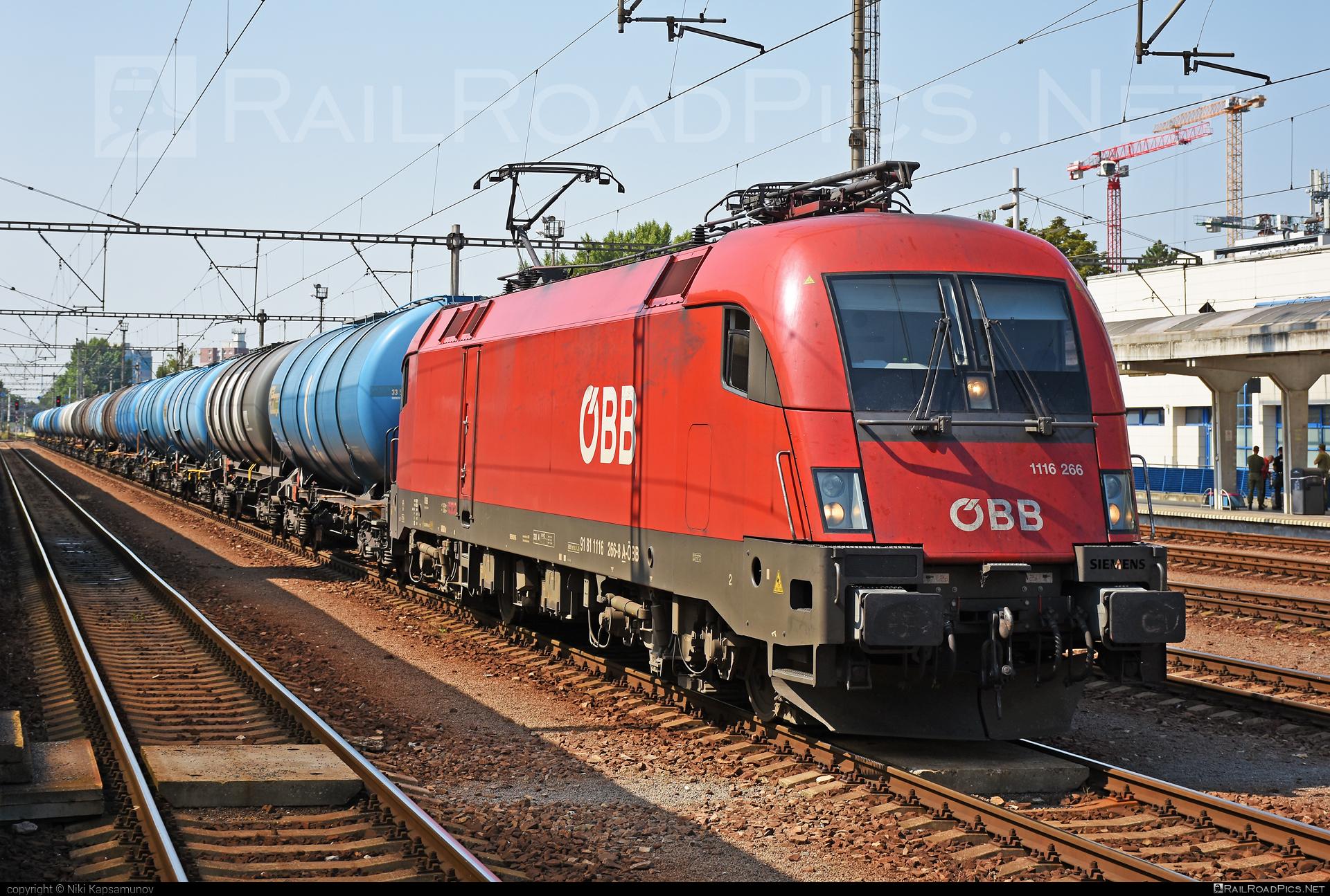 Siemens ES 64 U2 - 1116 266 operated by Rail Cargo Austria AG #es64 #es64u #es64u2 #eurosprinter #kesselwagen #obb #osterreichischebundesbahnen #rcw #siemens #siemenses64 #siemenses64u #siemenses64u2 #siemenstaurus #tankwagon #taurus #tauruslocomotive