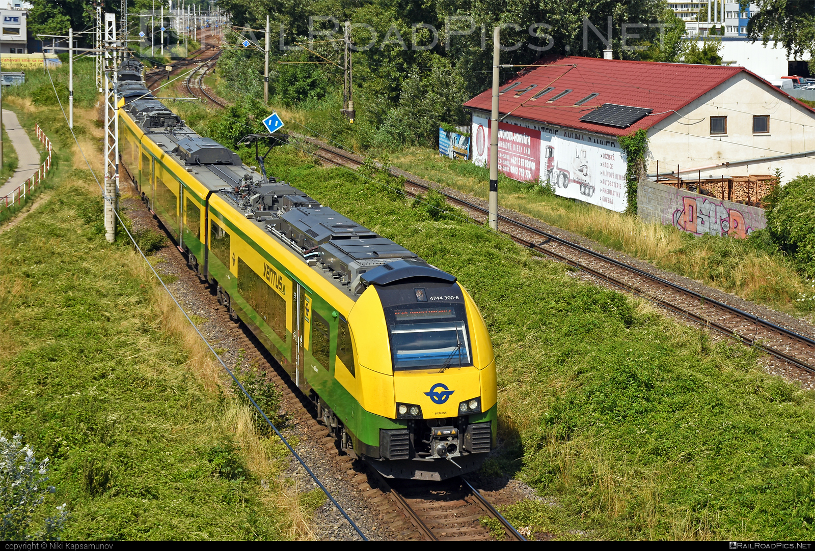 Siemens Desiro ML - 4744 300-6 operated by GYSEV - Györ-Sopron-Ebenfurti Vasut Részvénytarsasag #desiro #desiroml #gyorsopronebenfurtivasutreszvenytarsasag #gysev #raaboedenburgebenfurtereisenbahn #raaboedenburgebenfurtereisenbahnag #roeee #siemens #siemensdesiro #siemensdesiroml #ventus