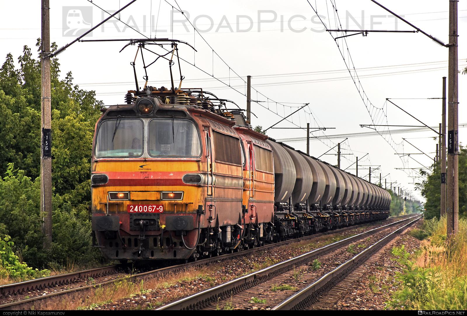 Škoda 47E - 240 067-9 operated by Železničná Spoločnost' Cargo Slovakia a.s. #ZeleznicnaSpolocnostCargoSlovakia #kesselwagen #laminatka #locomotive240 #skoda #skoda47e #tankwagon #zsskcargo