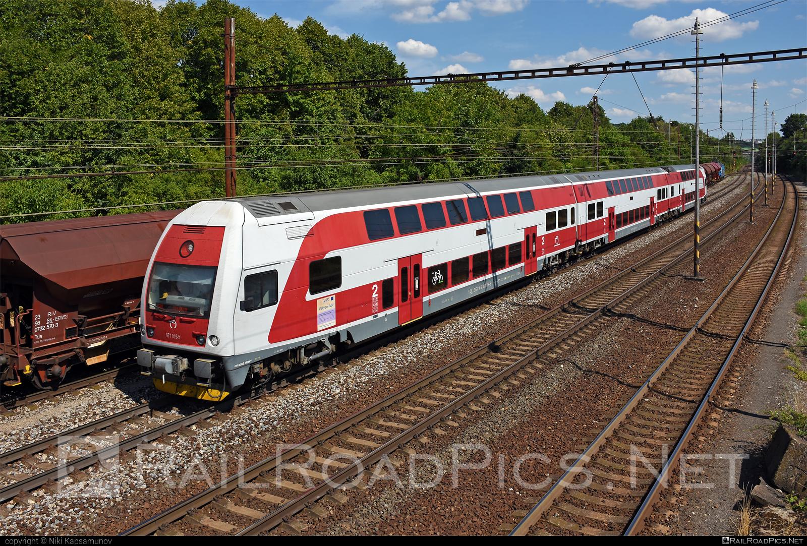 Škoda 4Ev - 971 019-5 operated by Železničná Spoločnost' Slovensko, a.s. #ZeleznicnaSpolocnostSlovensko #emu671 #janosik #skoda #skoda4ev #skodaclass671 #zssk