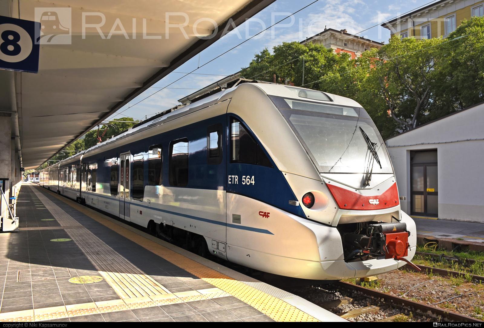 CAF Civity - 564 002-5 operated by Trenitalia S.p.A. #ConstruccionesYAuxiliarDeFerrocarriles #caf #cafcivity #civity #ferroviedellostato #fs #fsitaliane #trenitalia #trenitaliaspa