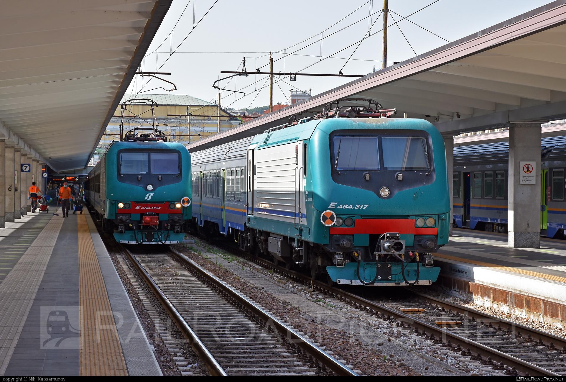Bombardier TRAXX P160 DCP - E 464.317 operated by Trenitalia S.p.A. #bombardier #bombardiertraxx #ferroviedellostato #fs #fsitaliane #lavatrice #traxx #traxxp160 #traxxp160dcp #trenitalia #trenitaliaspa
