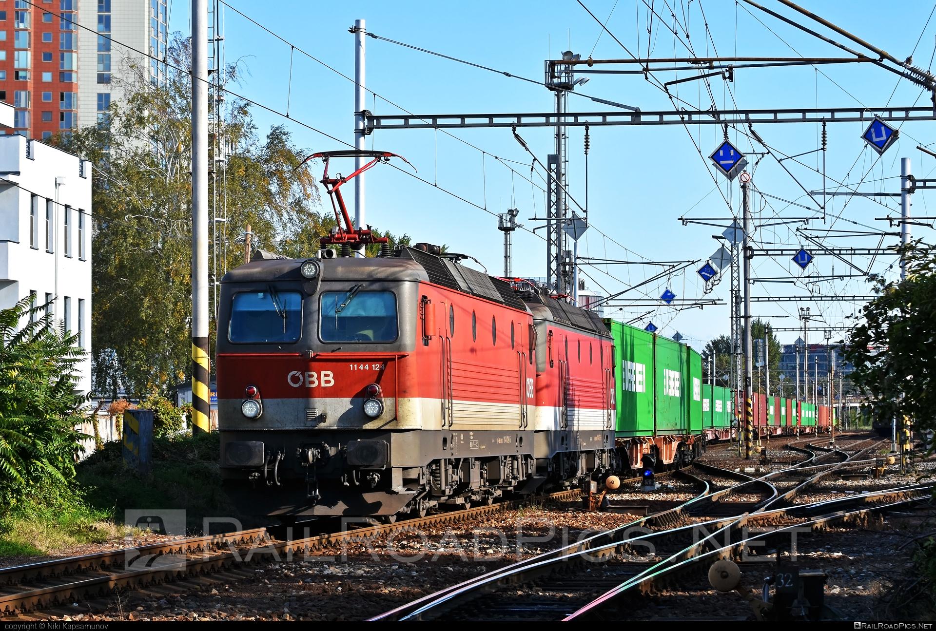 SGP ÖBB Class 1144 - 1144 124 operated by Rail Cargo Austria AG #flatwagon #obb #obbclass1144 #osterreichischebundesbahnen #sgp #sgp1144 #simmeringgrazpauker