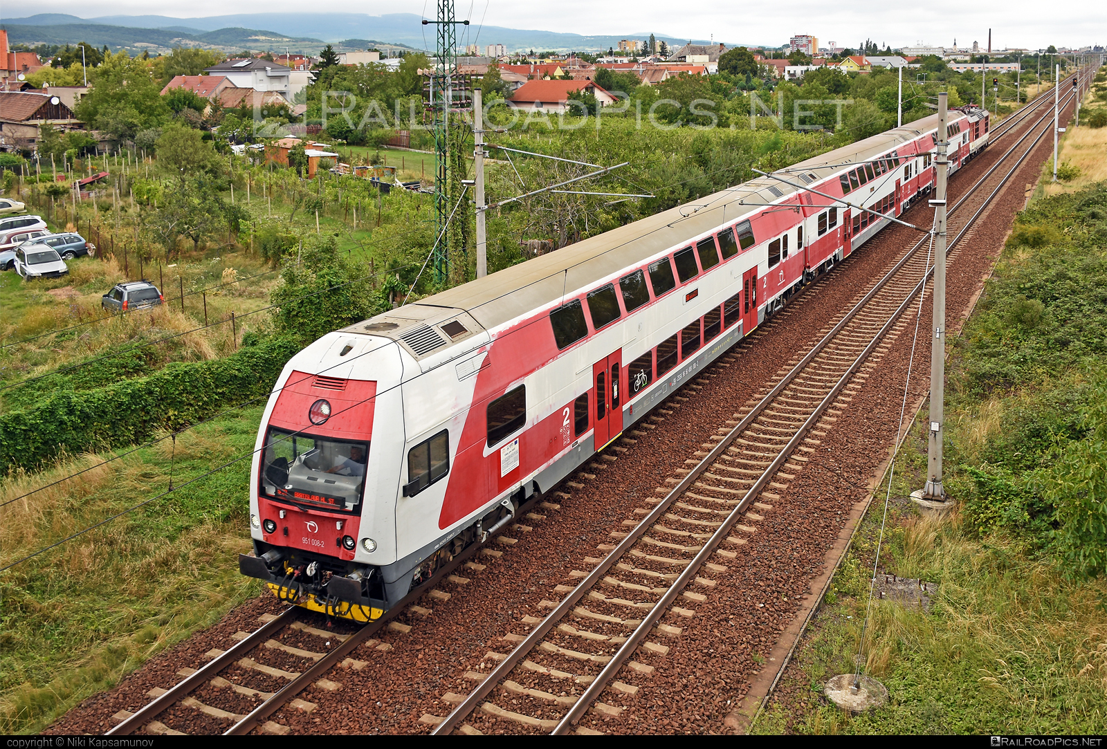 Škoda 4Ev - 951 008-2 operated by Železničná Spoločnost' Slovensko, a.s. #ZeleznicnaSpolocnostSlovensko #emu671 #skoda #skoda4ev #skodaclass671 #zssk