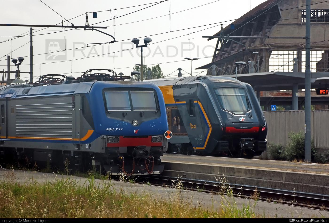 Bombardier TRAXX P160 DCP - E 464.711 operated by Trenitalia S.p.A. #bombardier #bombardiertraxx #ferroviedellostato #fs #fsitaliane #lavatrice #traxx #traxxp160 #traxxp160dcp #trenitalia #trenitaliaspa